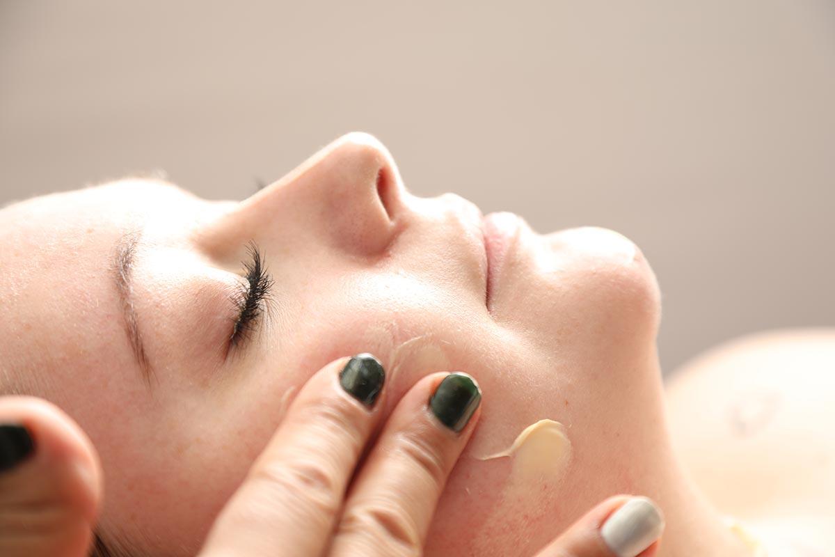 Få eksklusiv ansigtsbehandling efter The Babor Method hos Valena Beauty