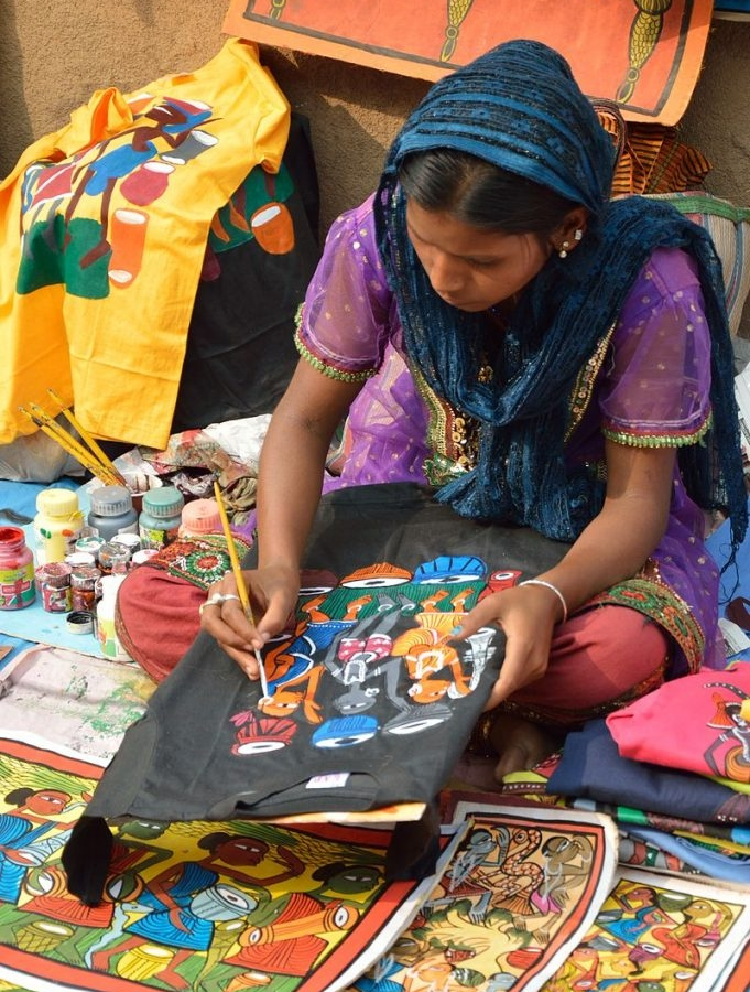Scroll Painters Village initiative in West Bengal promotes the work of 3200 artists active in six different art forms. Photo: Biswarup Ganguly (Creative Commons)