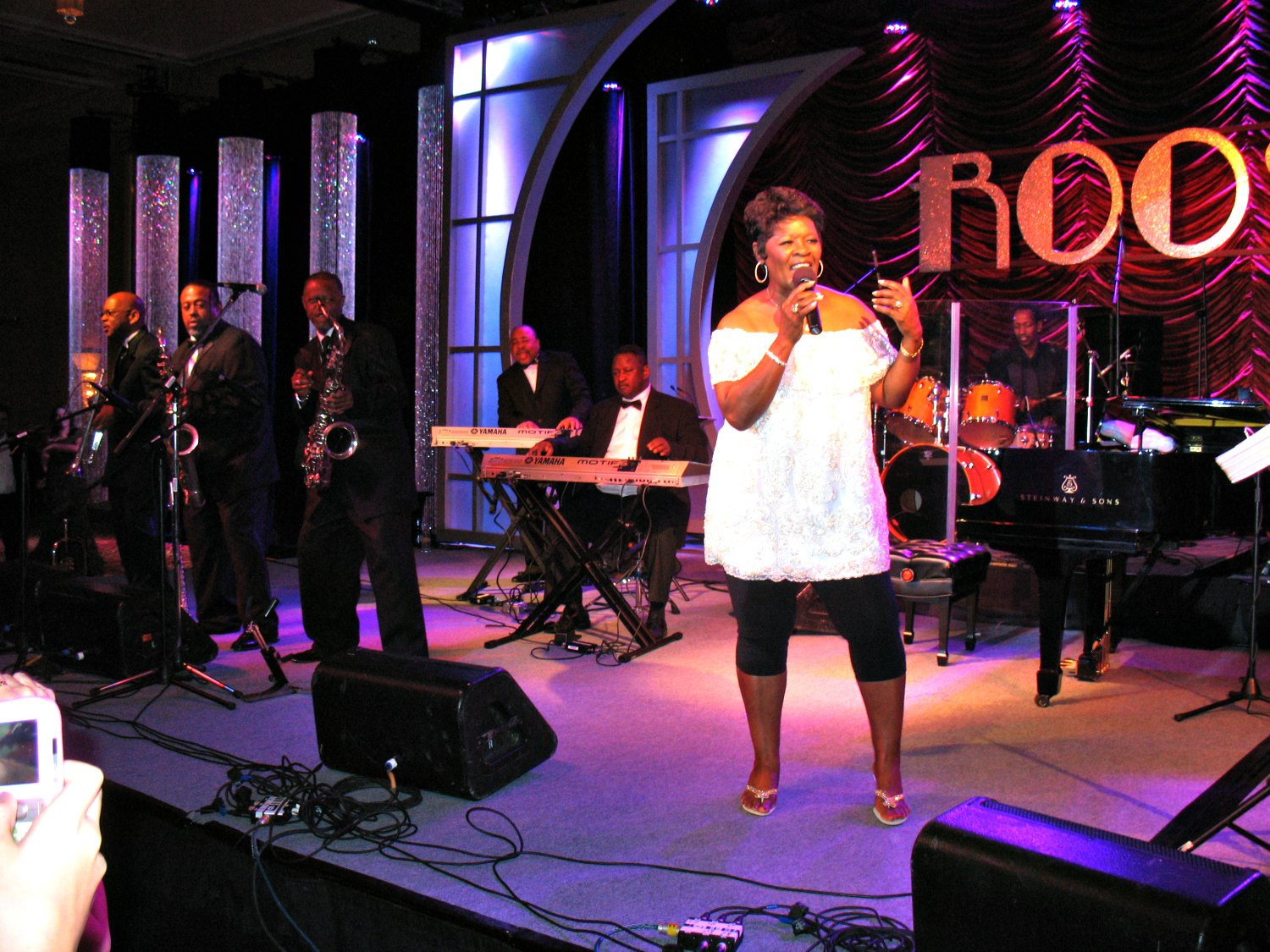 Irma feeling at home onstage with a full blues band to accompany her magical voice. Photo: Marie Carianna (Wikimedia Commons)