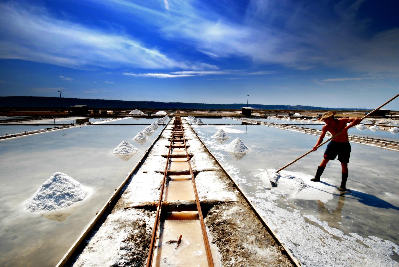 piran-salt-worker.jpg
