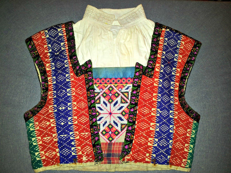 "How ""brøstduk"" is worn inside the vest."