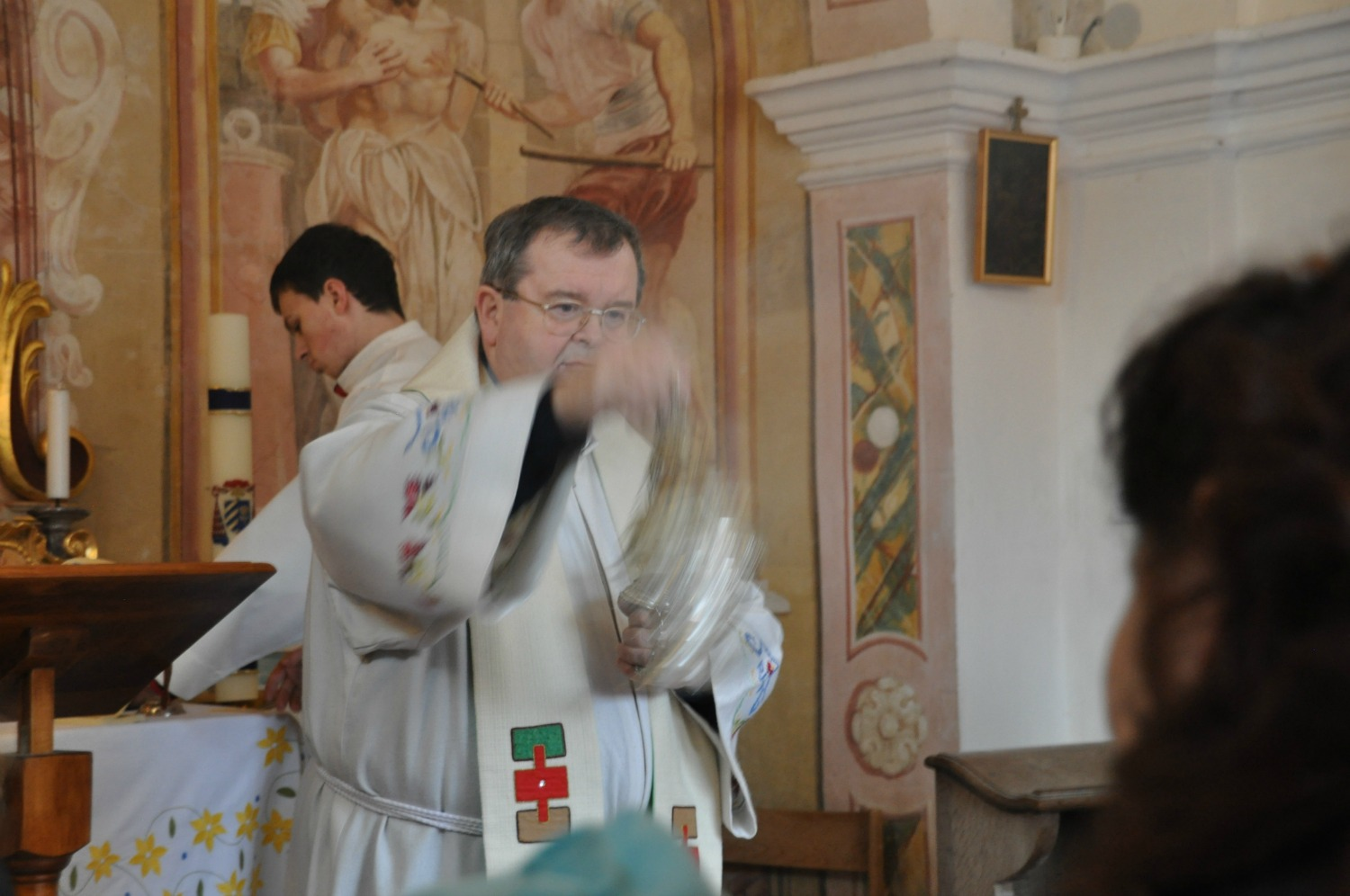 The priest blessing the baskets and those present. Photos: Meg Pier
