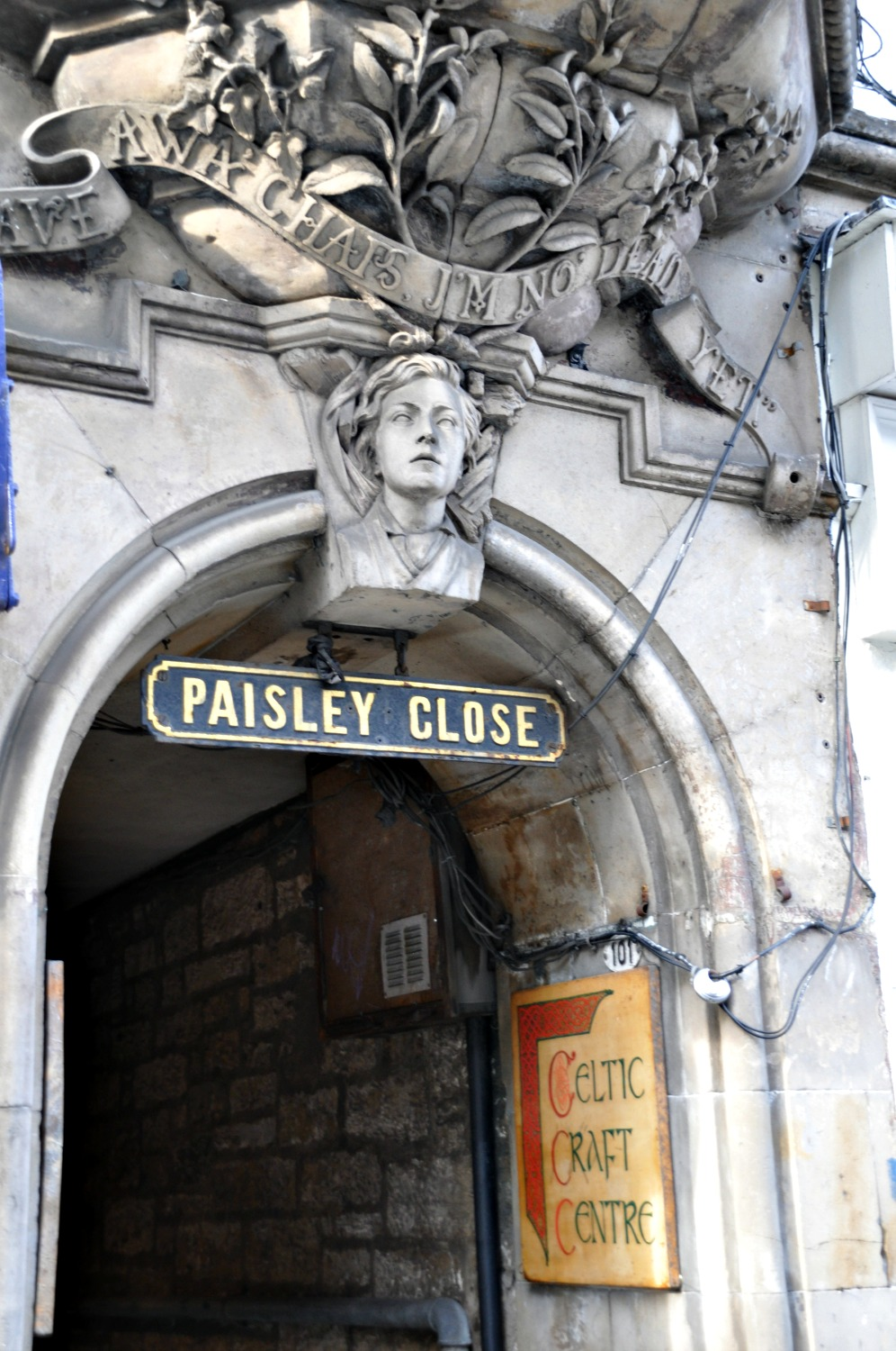 """An entrance to a """"close"""" - an alleyway leading off the Royal Mile."""