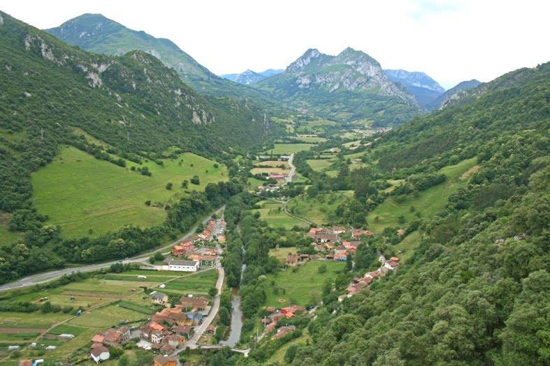 Villanueva de Santo Adriano and the Trubia Valley, view from the north. Photo: Jesús Fernández Fernández