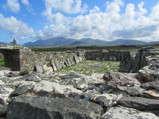 Dún Urlann Church remains. Photo credit: Isabel Bennett