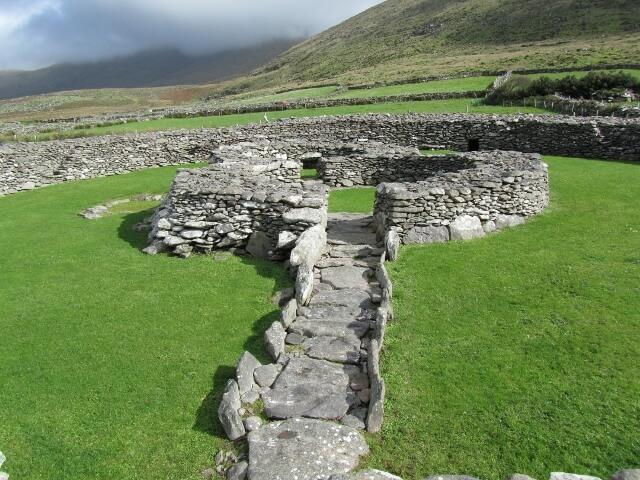 Cahernavenooragh stone ringfort. Photo credit: Isabel Bennett