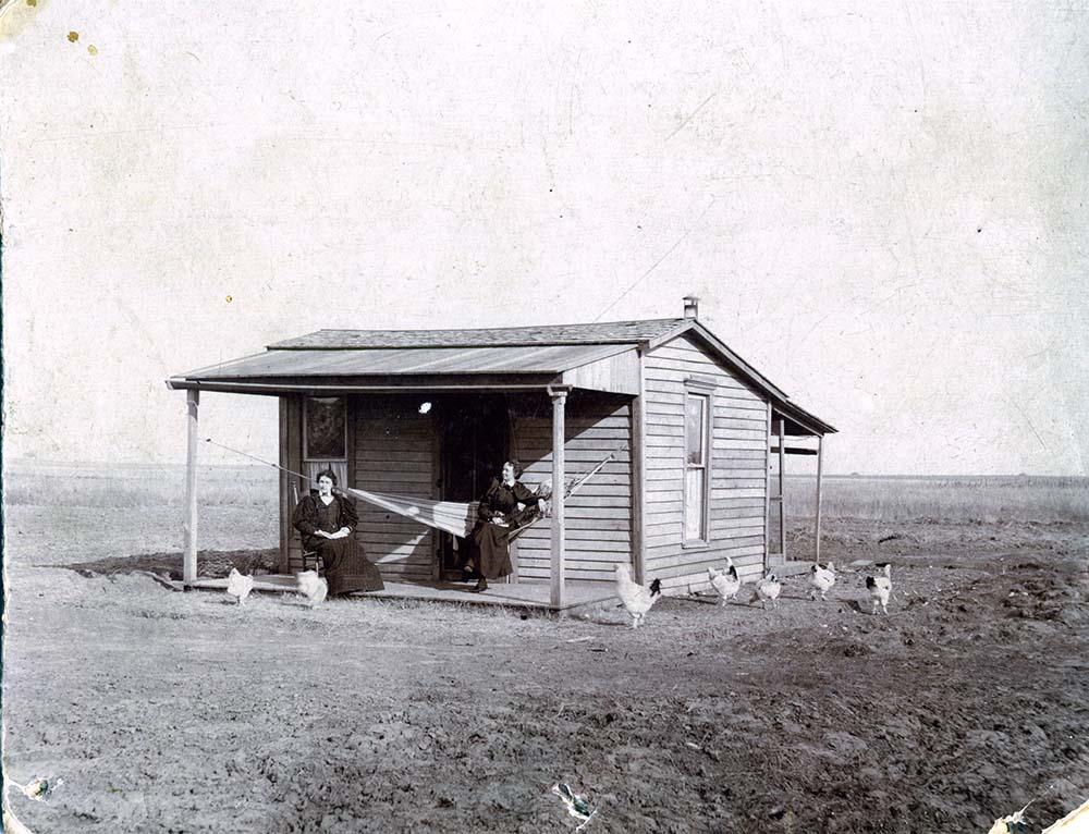 Home of Mrs. Anna Doty Lee. Photo: Courtesy of Dorothy Heideman Collection, Oklahoma Historical Society