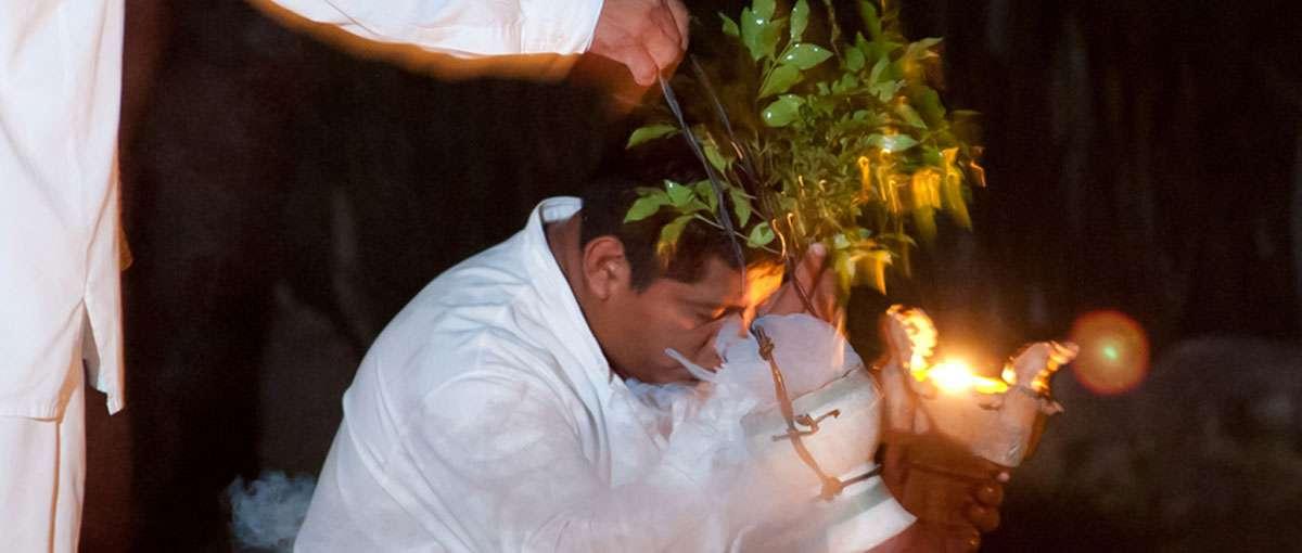 Maya blessing, Photo: Jose Santos Tamay