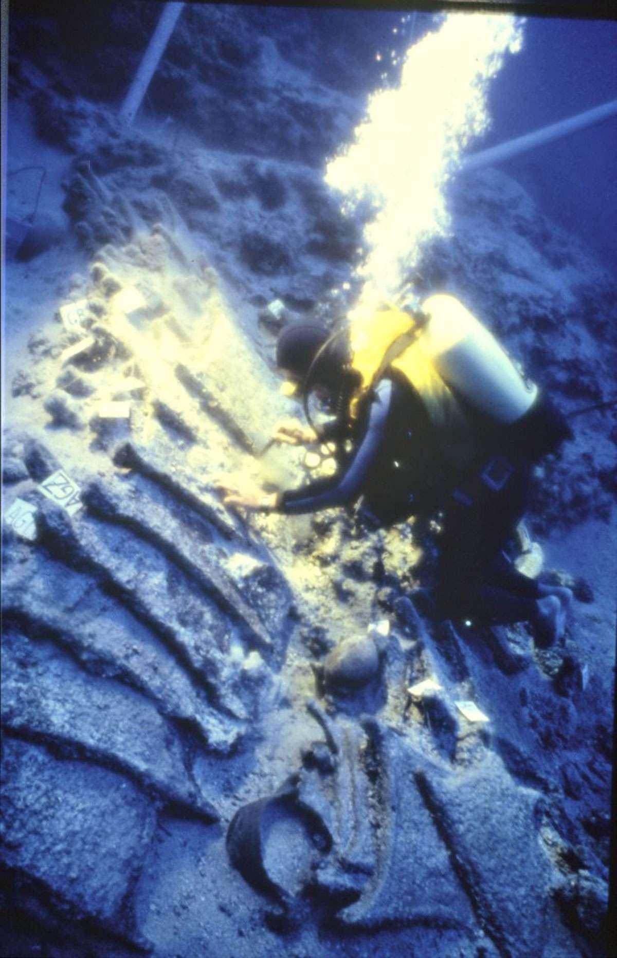 ULU BURUN shipwreck with Cypriot oxhide ingots
