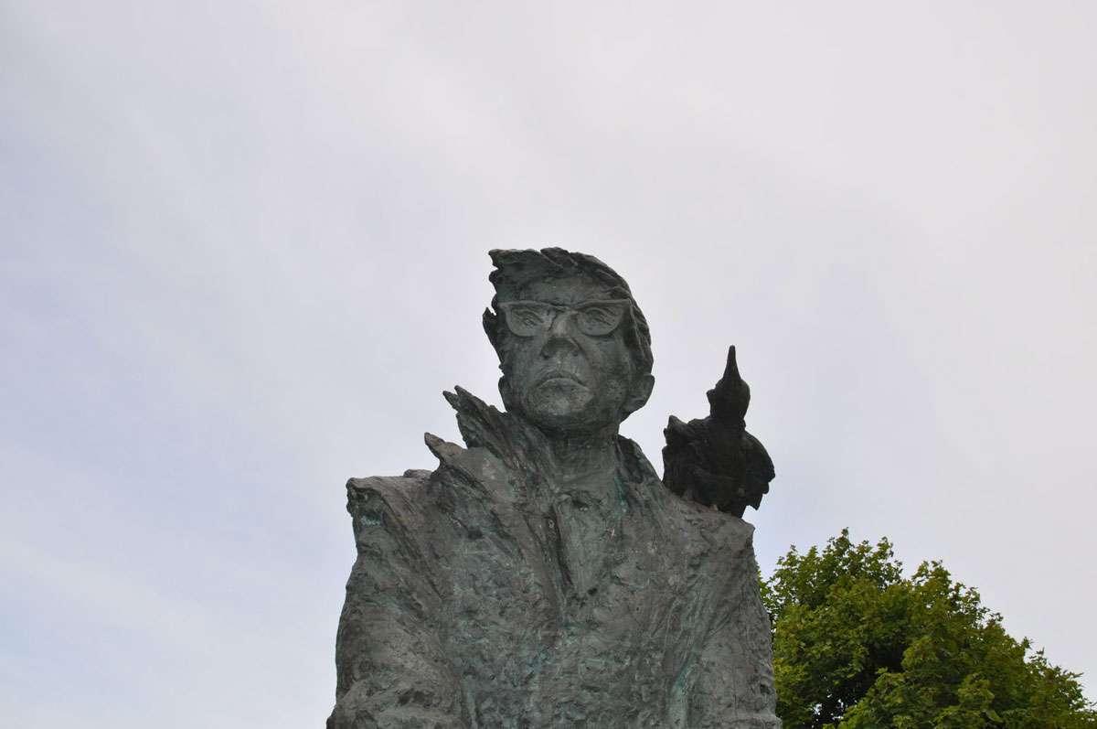 Statue of Estonian writer Juhan Smuul, who was born on a farm in Koguva in 1922. Photo: Meg Pier