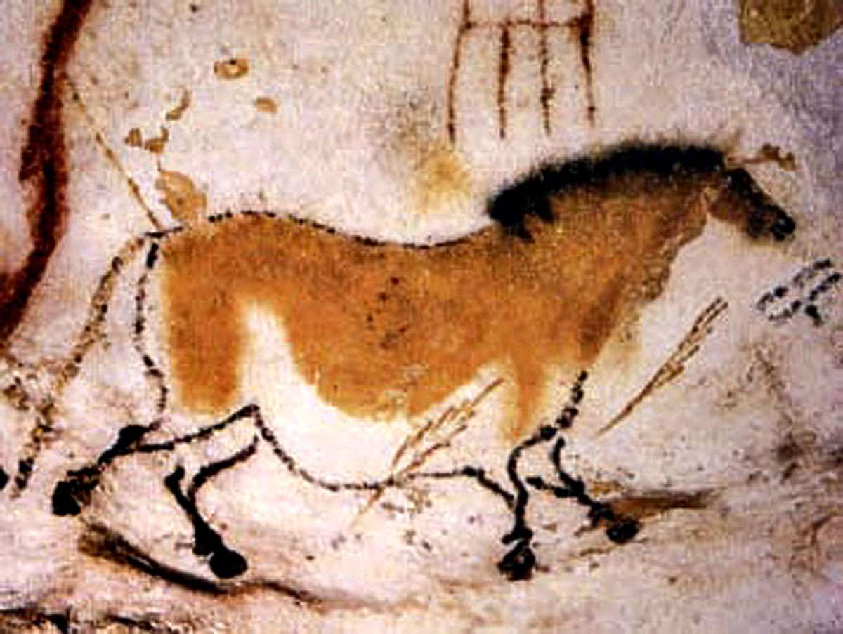Cave art painting at Lascaux in France by Cro-Magnon peoples [Public domain], via Wikimedia Commons