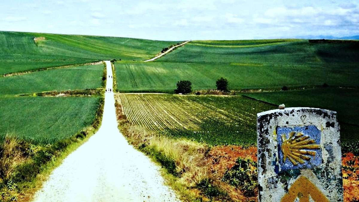 A path on the Santiago de Compostela Ways, Cultural Route of the Council of Europe. Photo: EICR