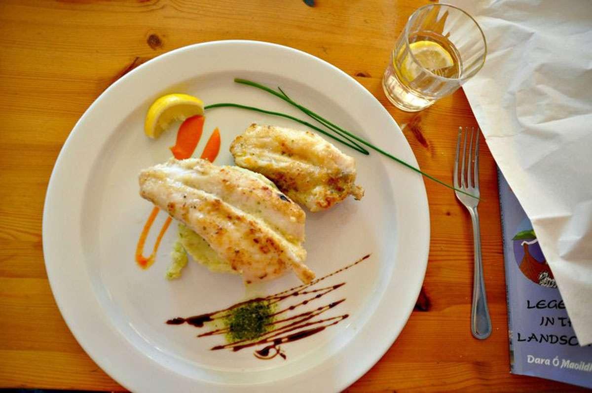 Delicious dinners at    Pier House B&B    on Inis Mor,photo: Meg Pier