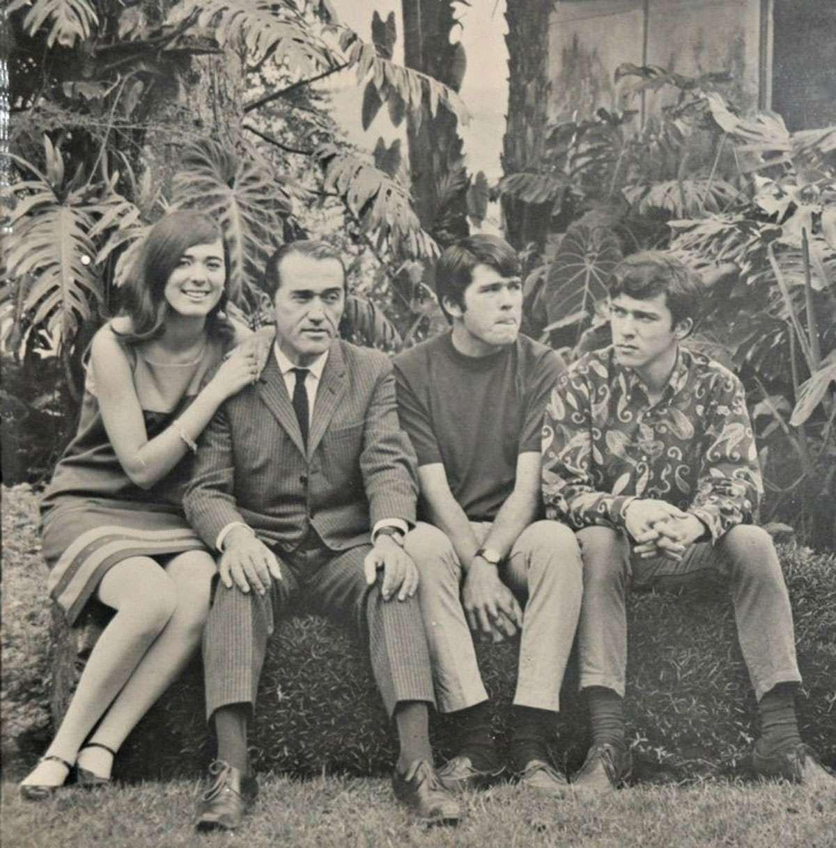 Simon with his father and siblings. Credit: Simon Velez