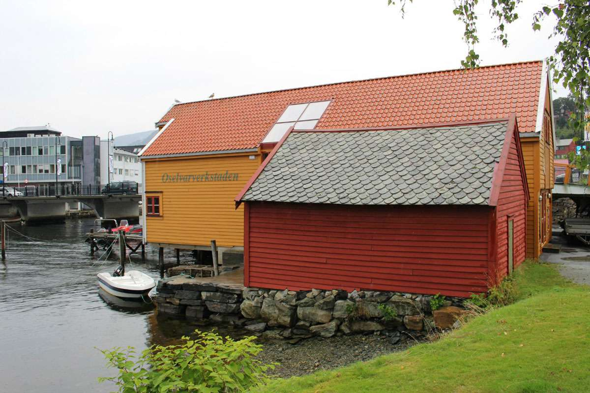 The Oselvar workshop was founded in 1997 by Os Municipality, Hordaland County Council and Os Boat Builder Guild. Photo: Meg Pier