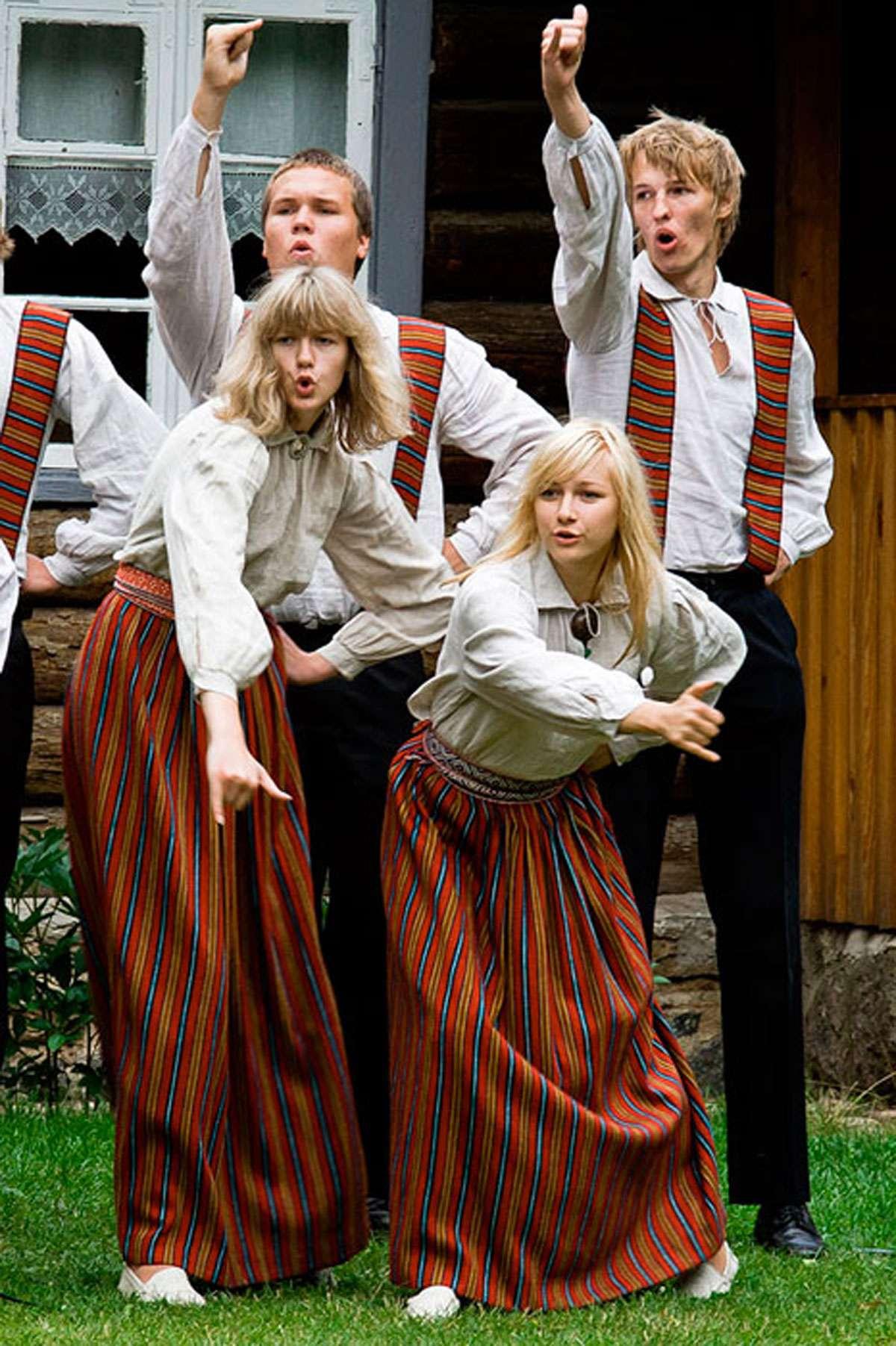 Kadi Kähär performs. Photo: Kadi Kähär