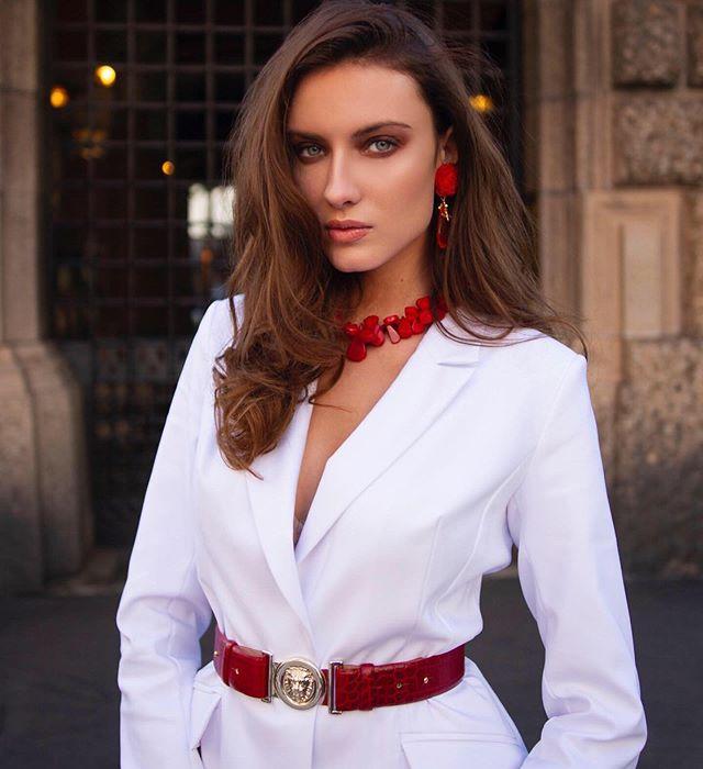 Fabulous Milona✨  #fashion #highfashion #model #milan #shooting #onset #beauty #makeup #outfit #gorgeous #white #brunette #outfitoftheday #stylish