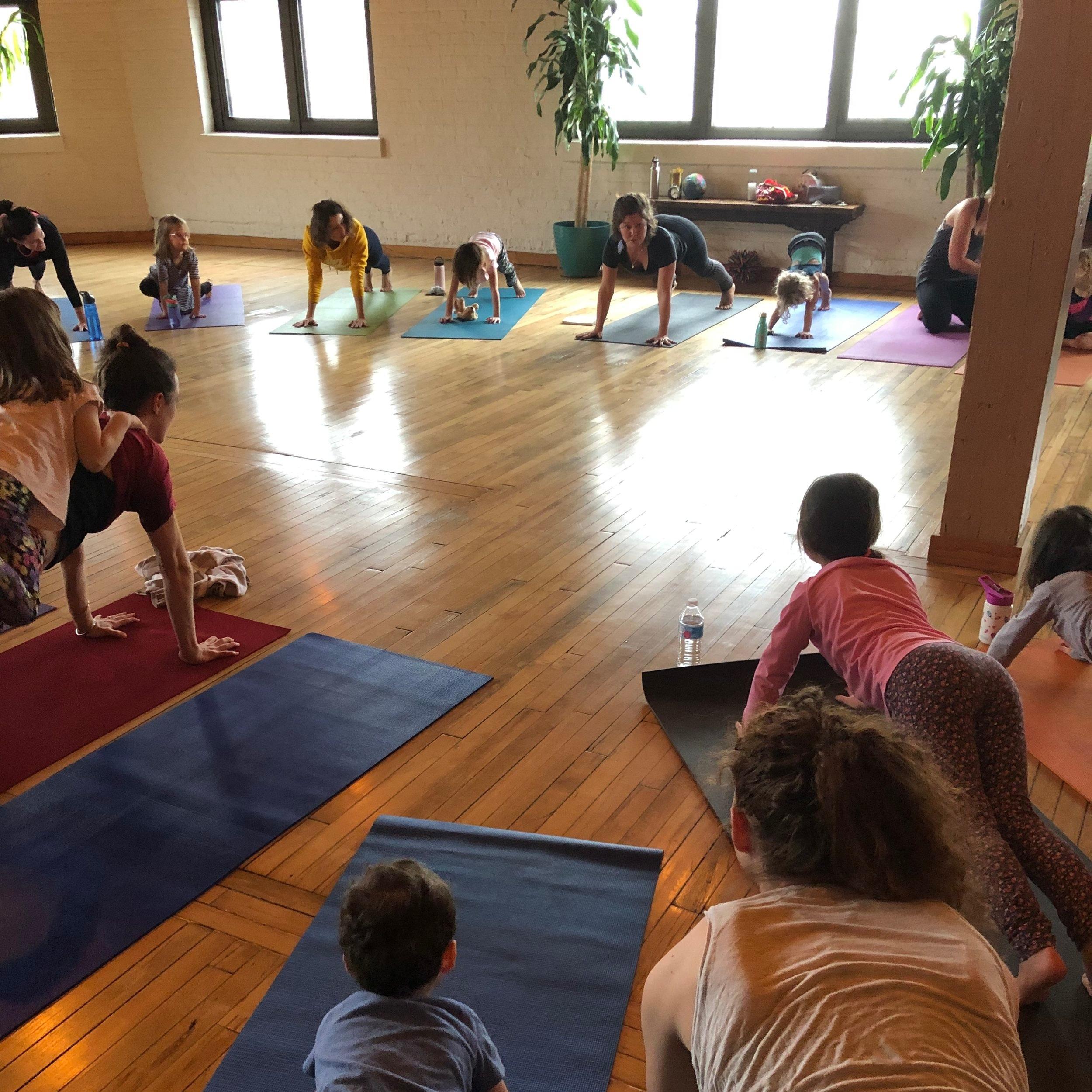 Kids+fam+yoga.jpg