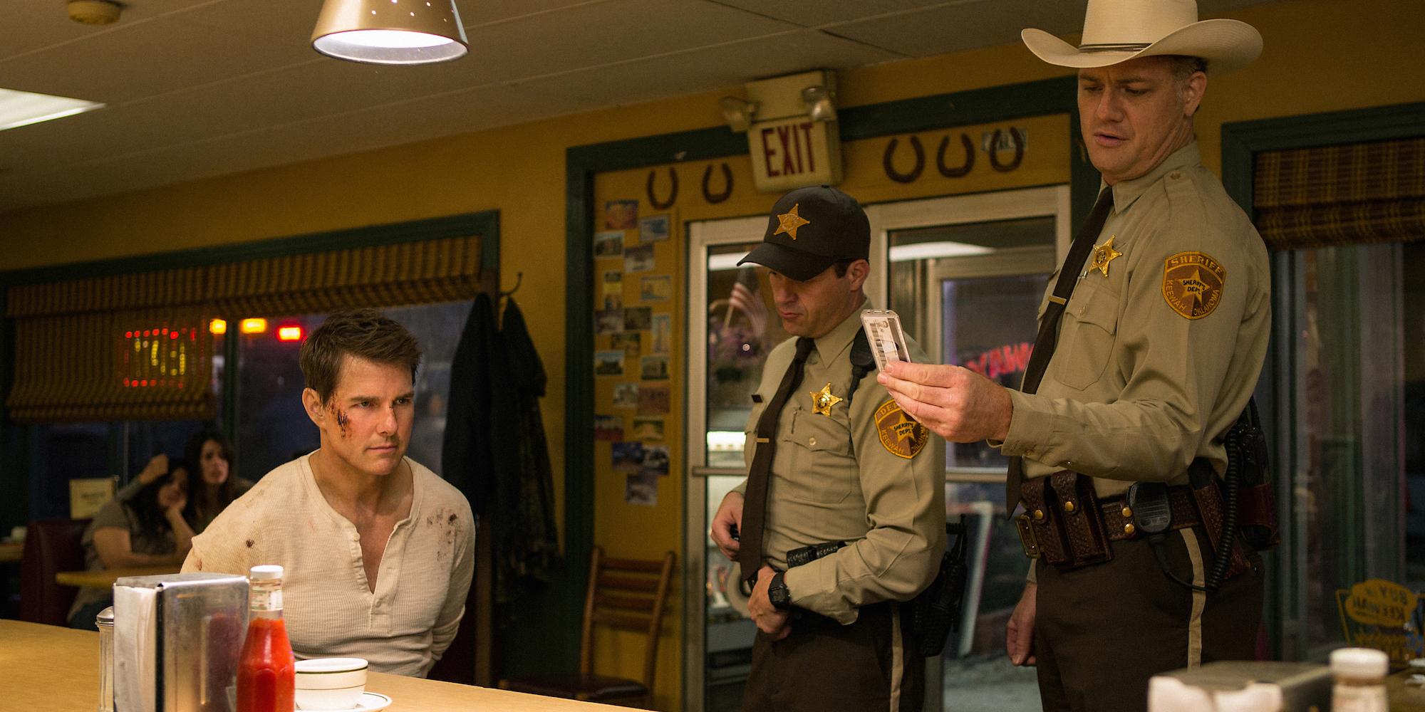 Jack Reacher (Tom Cruise) lurer politiet trill rundt.