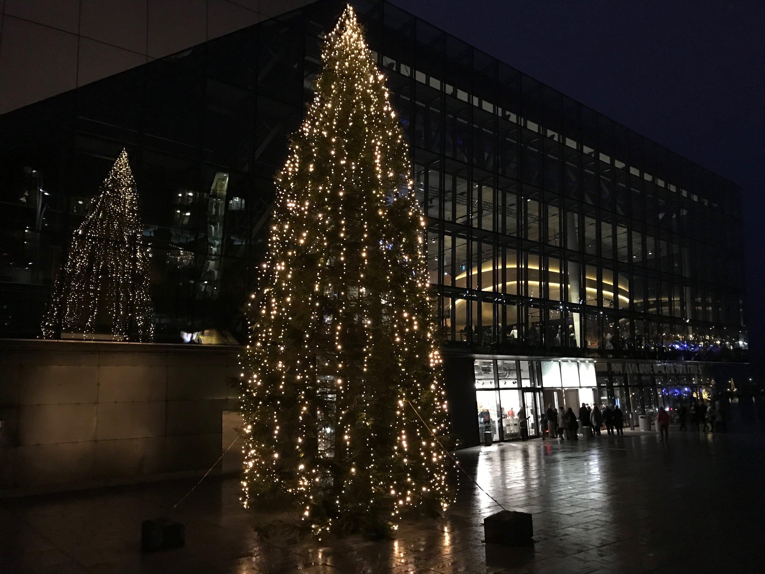 Stavanger konserthus åpnet dørene for julekonsert søndag 18. desember. (Foto: Kristin Aalen)