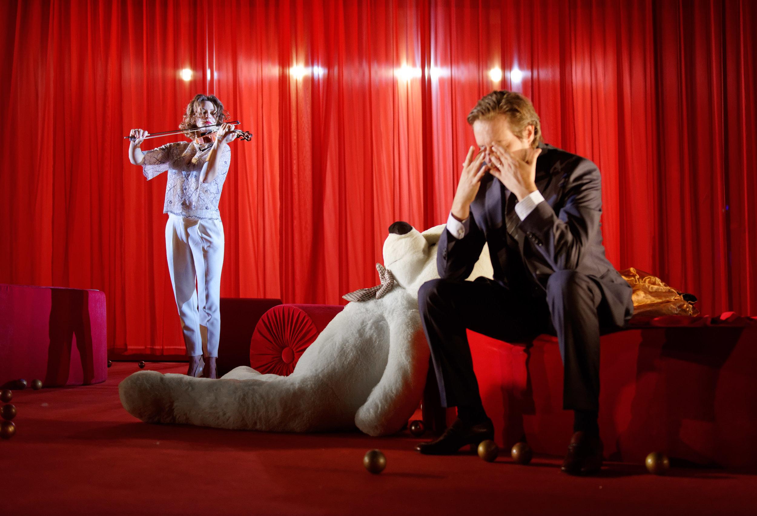 """Helga Guren og Anders Dale som Nora og Torvald i """"Et dukkehjem"""". (Foto: Stig Håvard Dirdal)"""