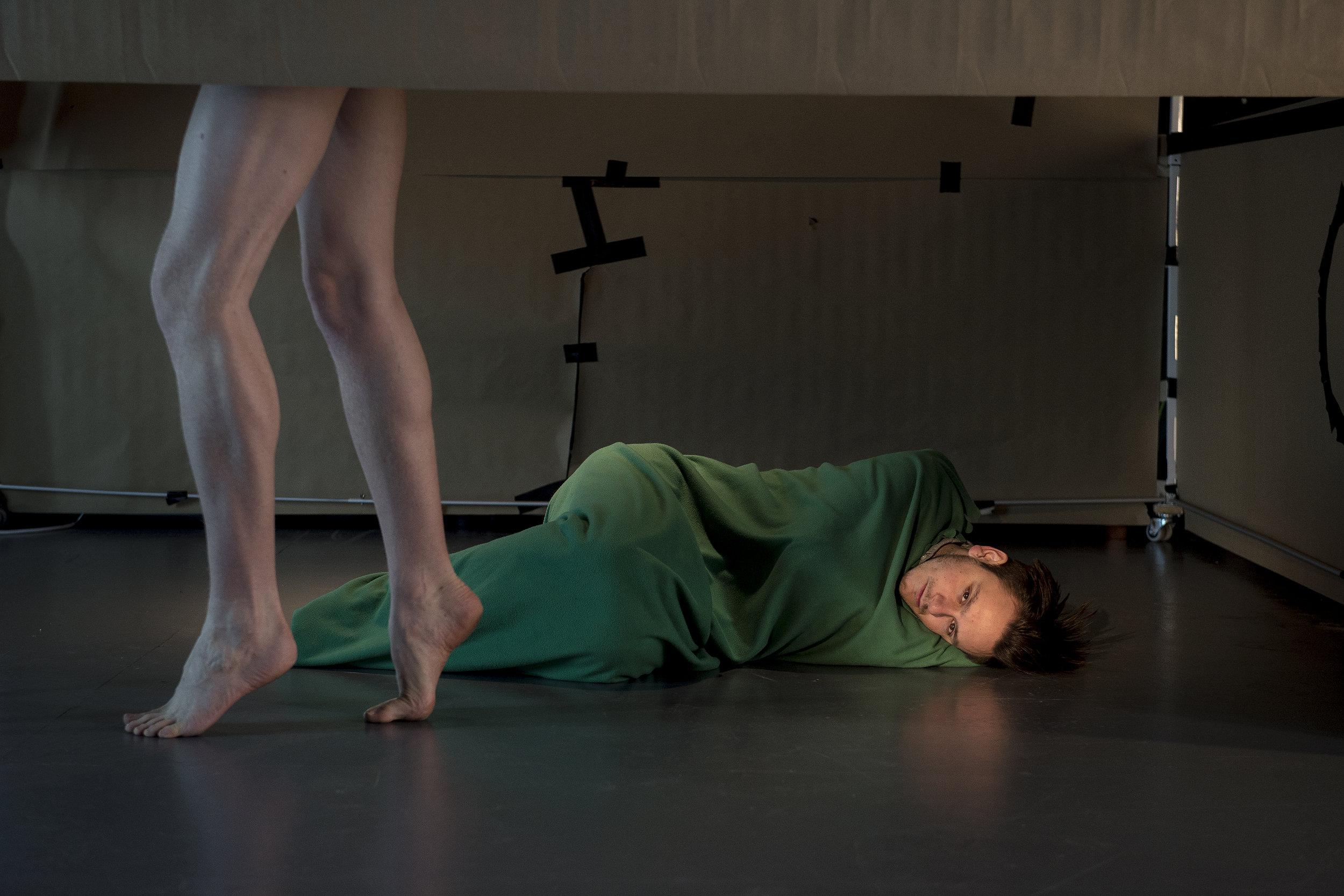 Ylajalis ben (Lars August Jørgensen)i jeg-personen (Joakim Borgen) fantasi og lengsel.