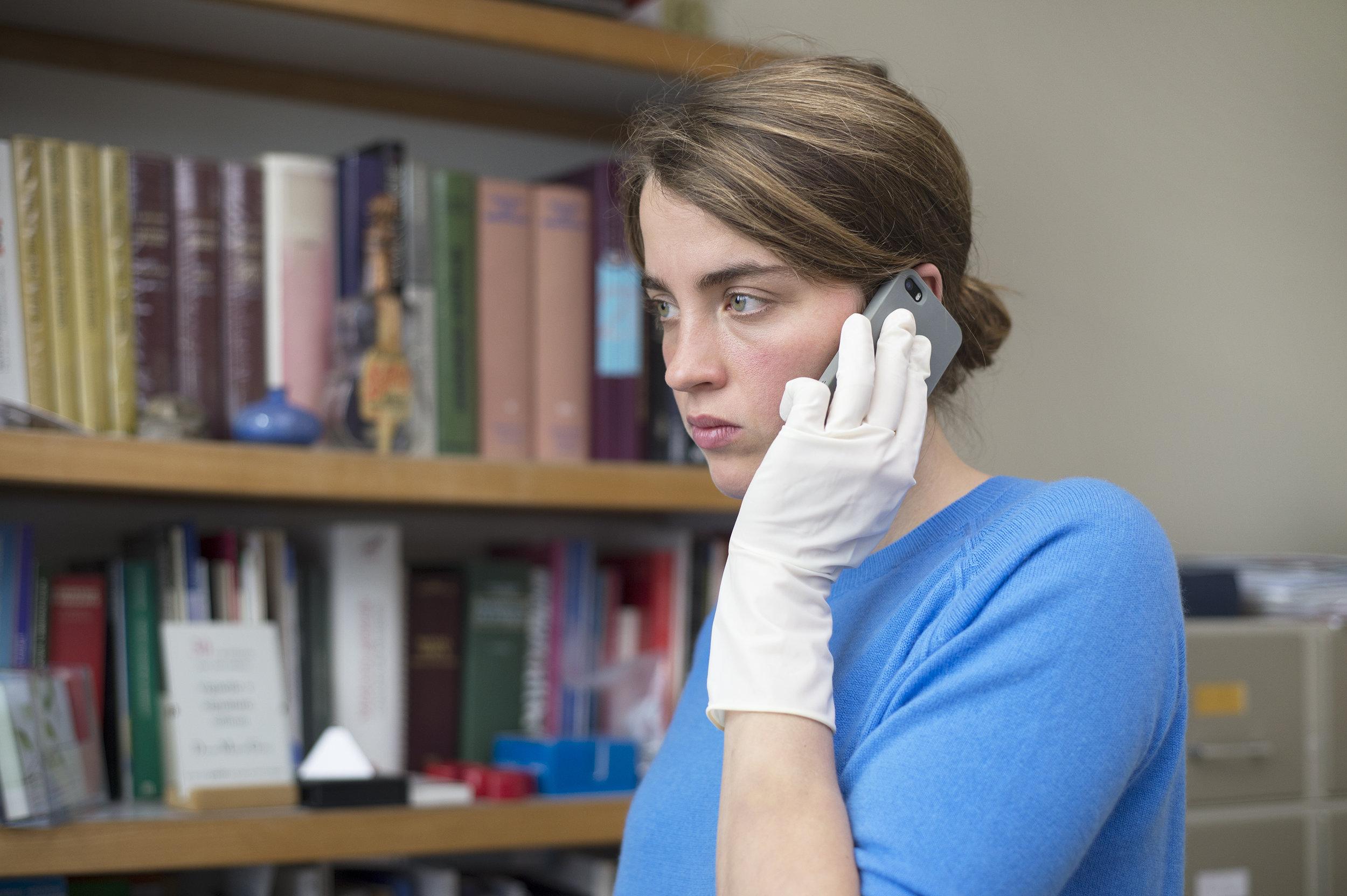 Legen Jenny Davin blir nesten engleaktig selvoppofrende, slik regissørene skildrer henne.