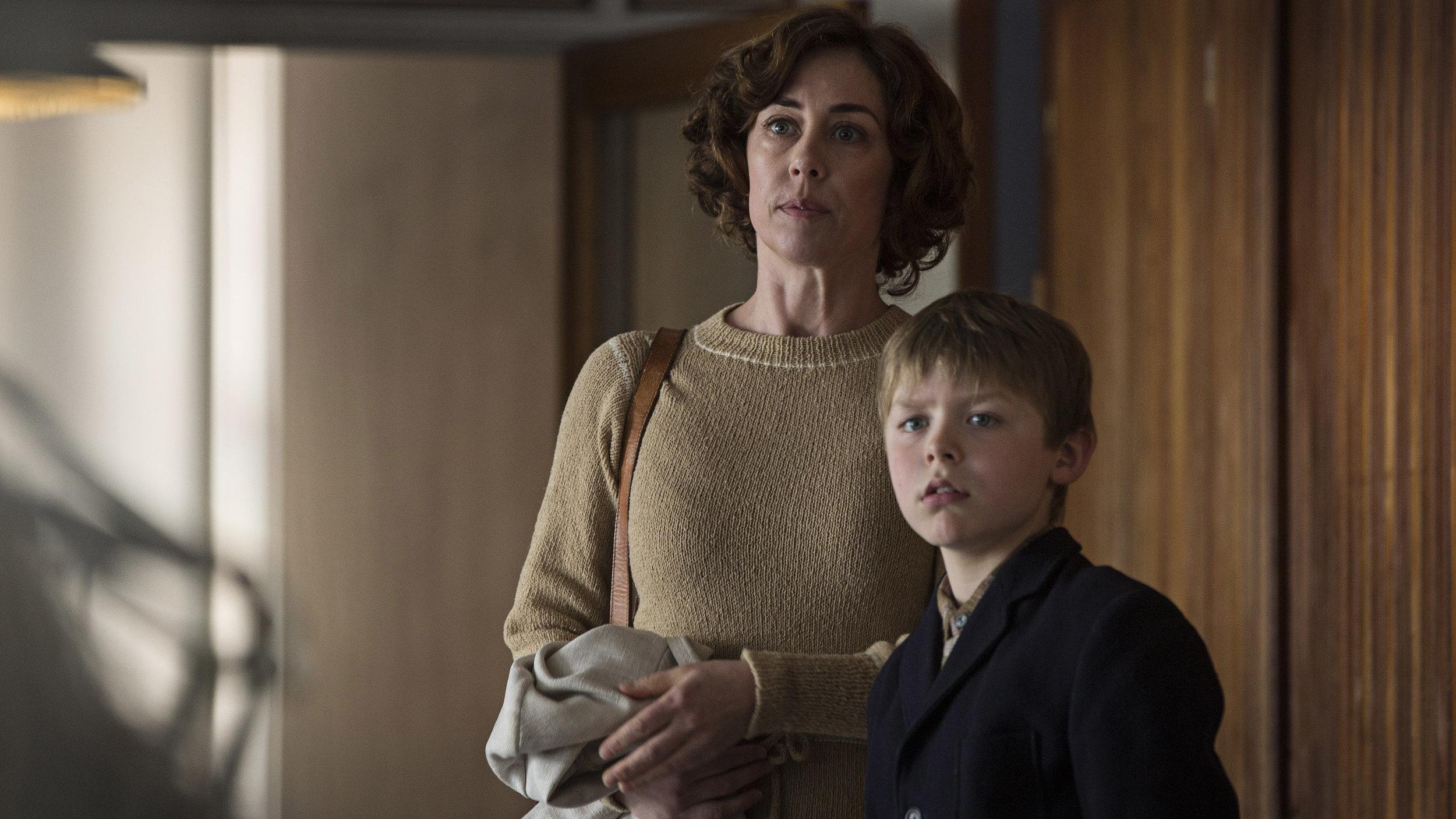 Lærer Lilian (Sofie Gråbøl) forsøker å forsvare Elmer, men du som hun strever.