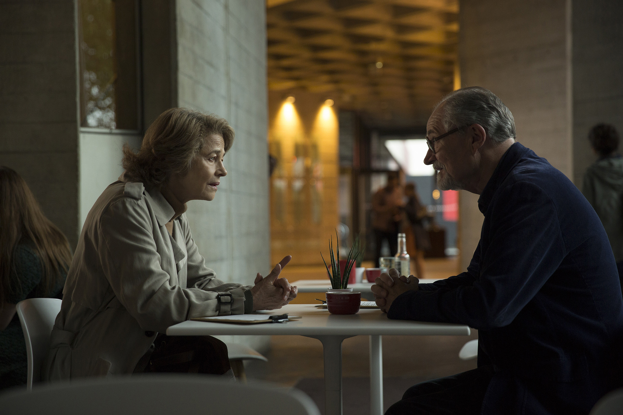 Sannhetens øyeblikk for Tony (Jim Broadbent) skjer da han treffer igjen sin ungdoms flamme i skikkelse av den eldre Veronica (Charlotte Rampling).