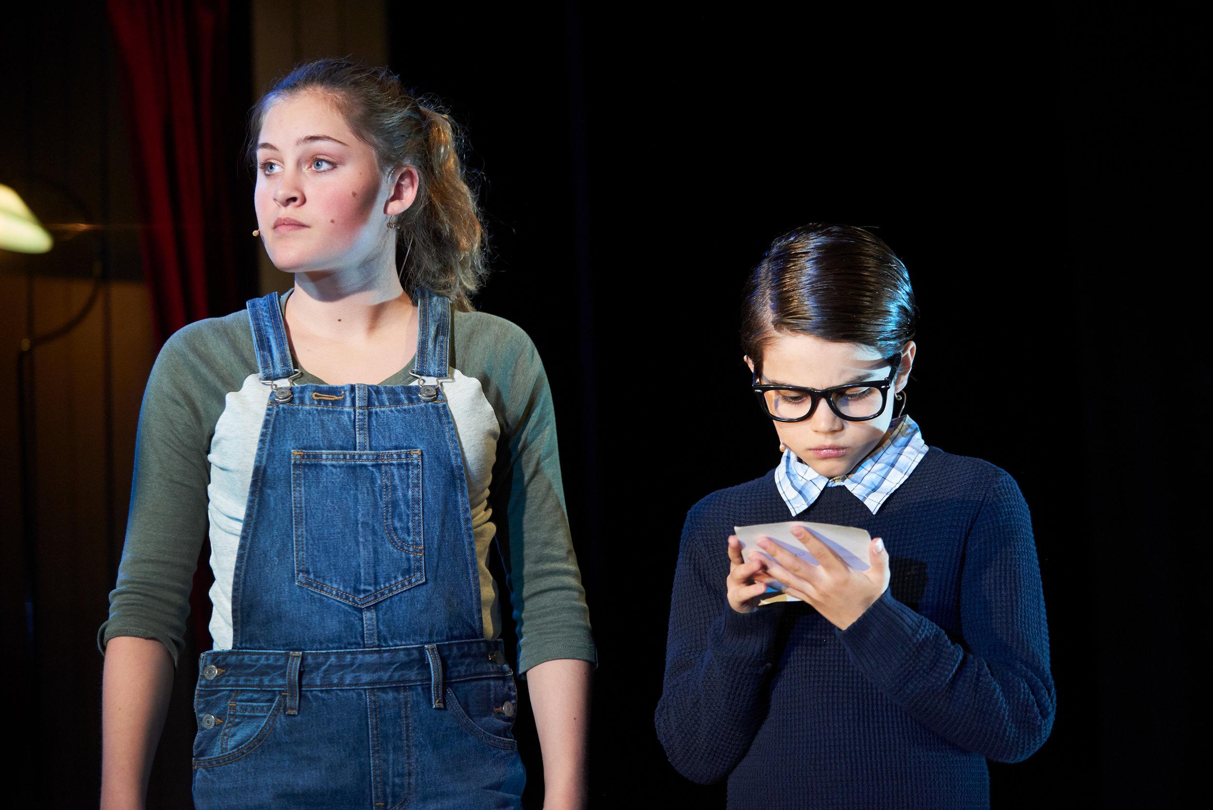 Modige Nina (Tirill Gillies) og hennes engstelige bror Anton (Kristoffer Øverby) vil hjelpe mannen som har fått frastjålet hjertet sitt.