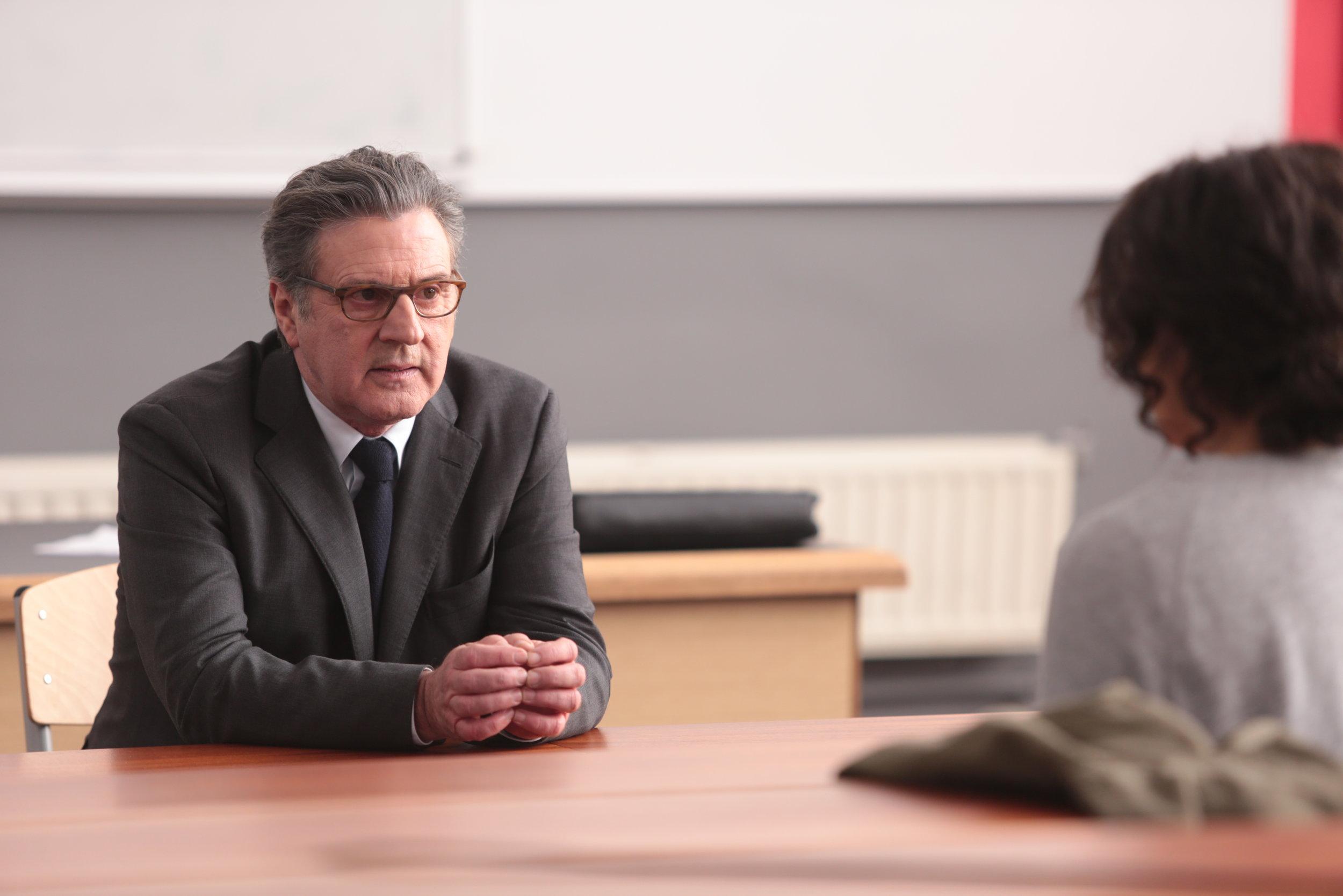 Rasisten Mazard (Daniel Auteuil) må undervise den ambisiøse Neila, en ung kvinne med en innvandrerbakgrunn han forakter.