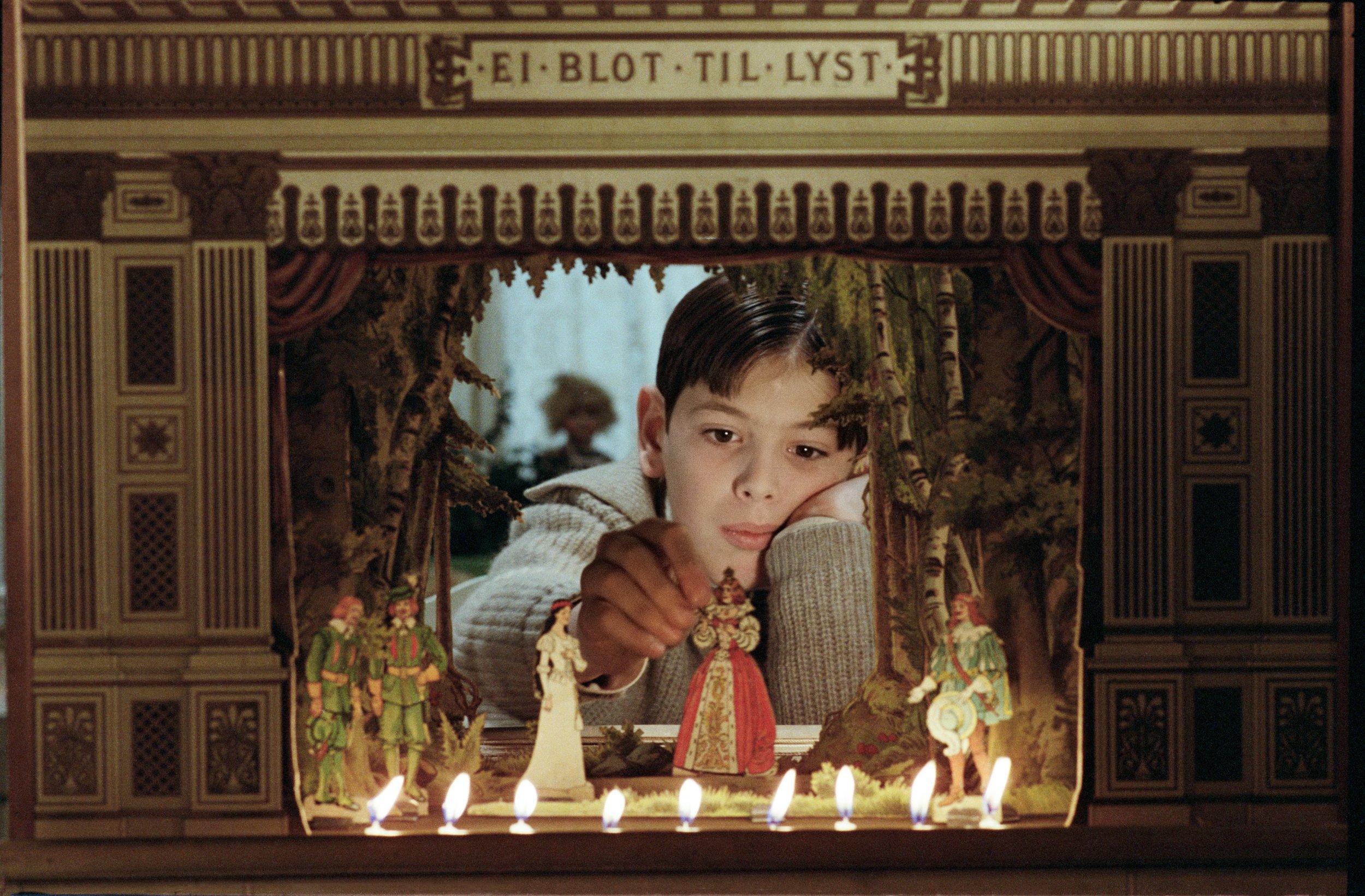 Ingmar Bergman tok sitt store oppgjør med barndomshjemmet i tv-serien  Fanny og Alexander  (1982).