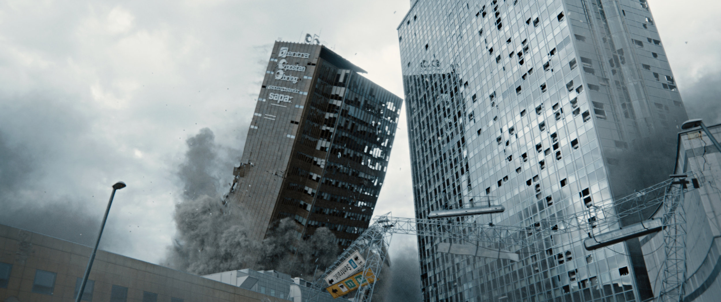 Postgirobygget og Radisson hotell raser sammen i Oslo sentrum.