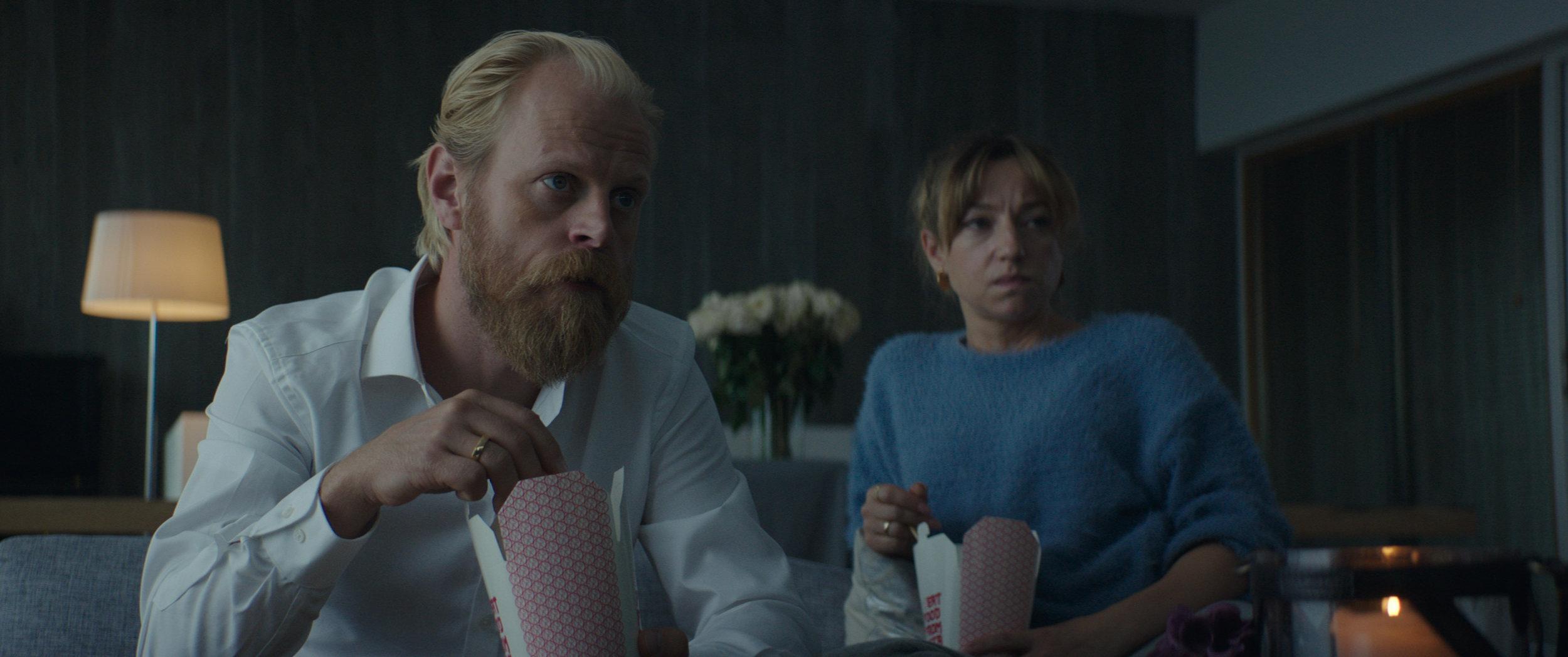Anita får ikke tilfredsstilt sine dypeste lengsler hos ektemannen (Carsten Bjørnlund).
