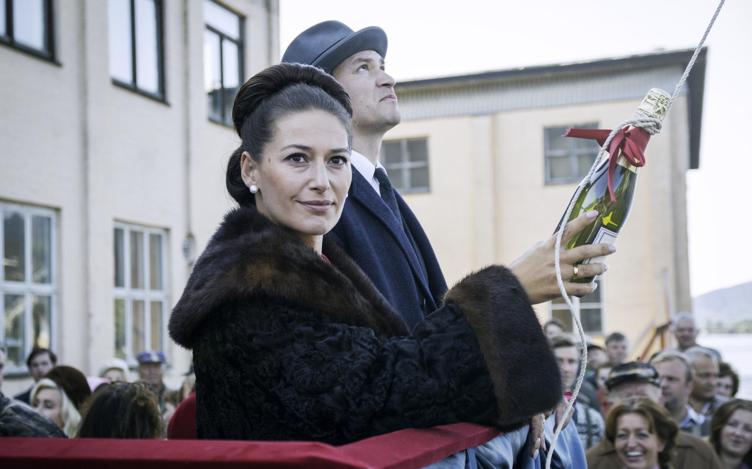 Rederparet Fredrik og Ingrid Nyman (Per Kjerstad og Pia Tjelta) må tenke helt nytt for å unngå konkurs. (Foto: NRK)