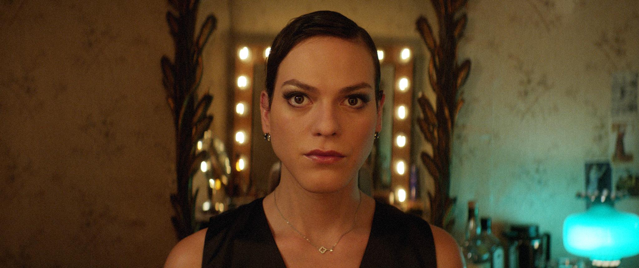 - Når jeg ser deg, vet jeg ikke hva jeg ser, snerrer Sonja til den transkjønnede Daniela (Daniela Vega) i  En fantastisk kvinne.