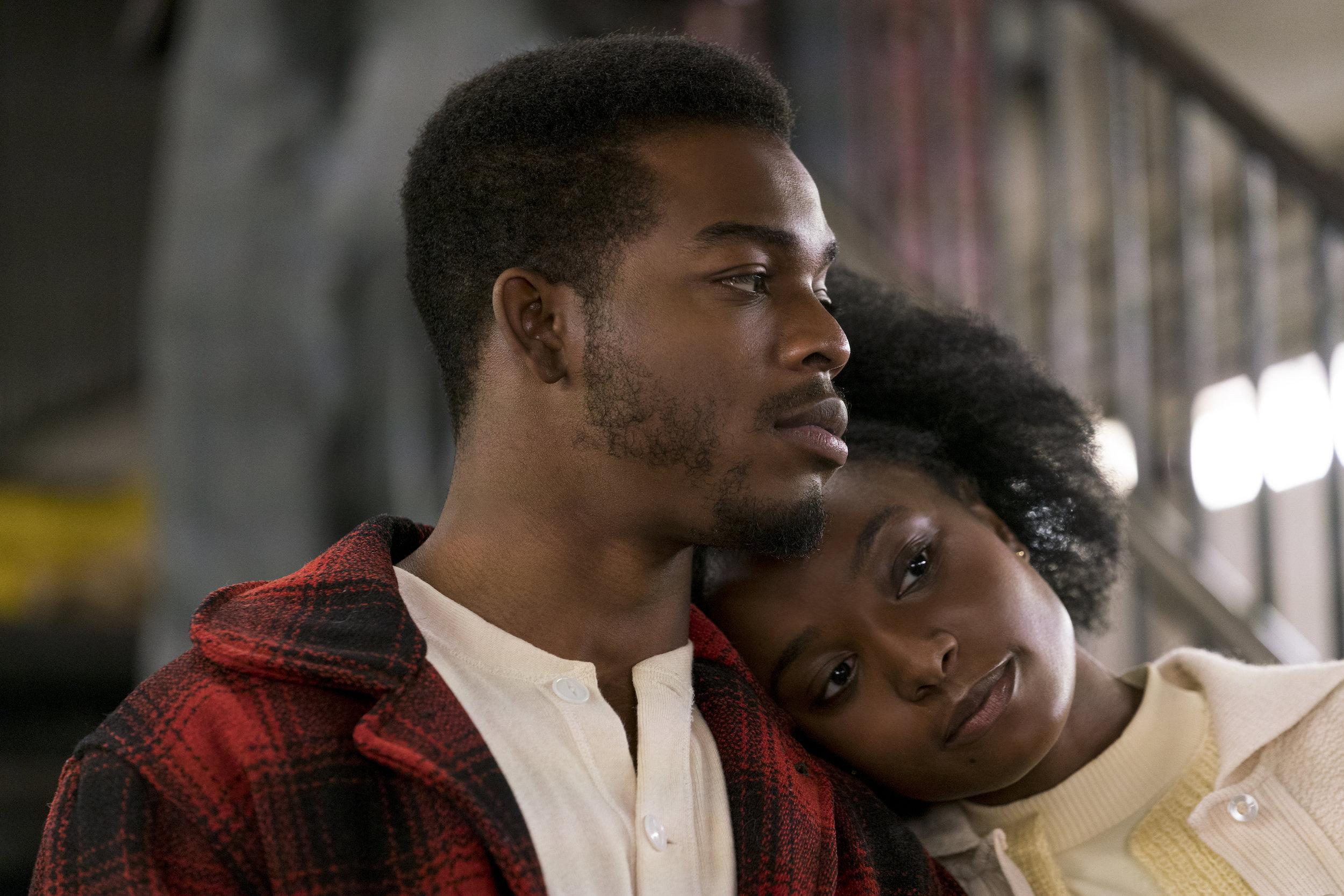 Tish og Fonny vil flytte sammen, men hvite gårdeiere i New York vil ikke leie ut til et svart par.