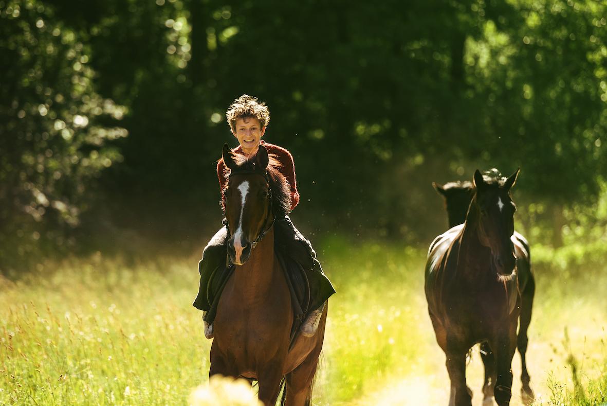 Trond som 15-åring (Jon Ranes) på sommerbesøk hos faren et sted i nærheten av svenskegrensen.