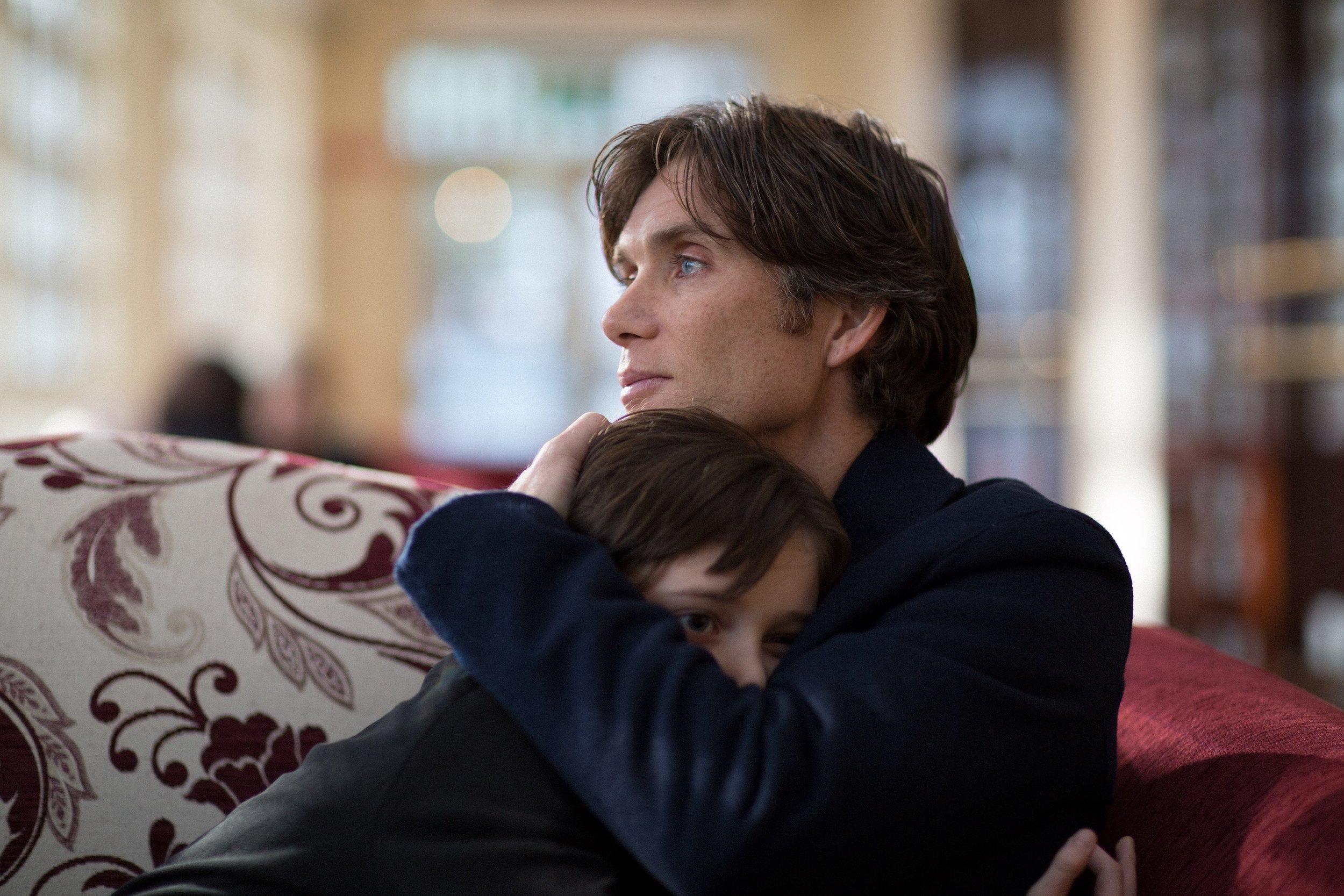 Jim (Cillian Murphy) med et av barna sine etter at livet har tatt en annen vending.