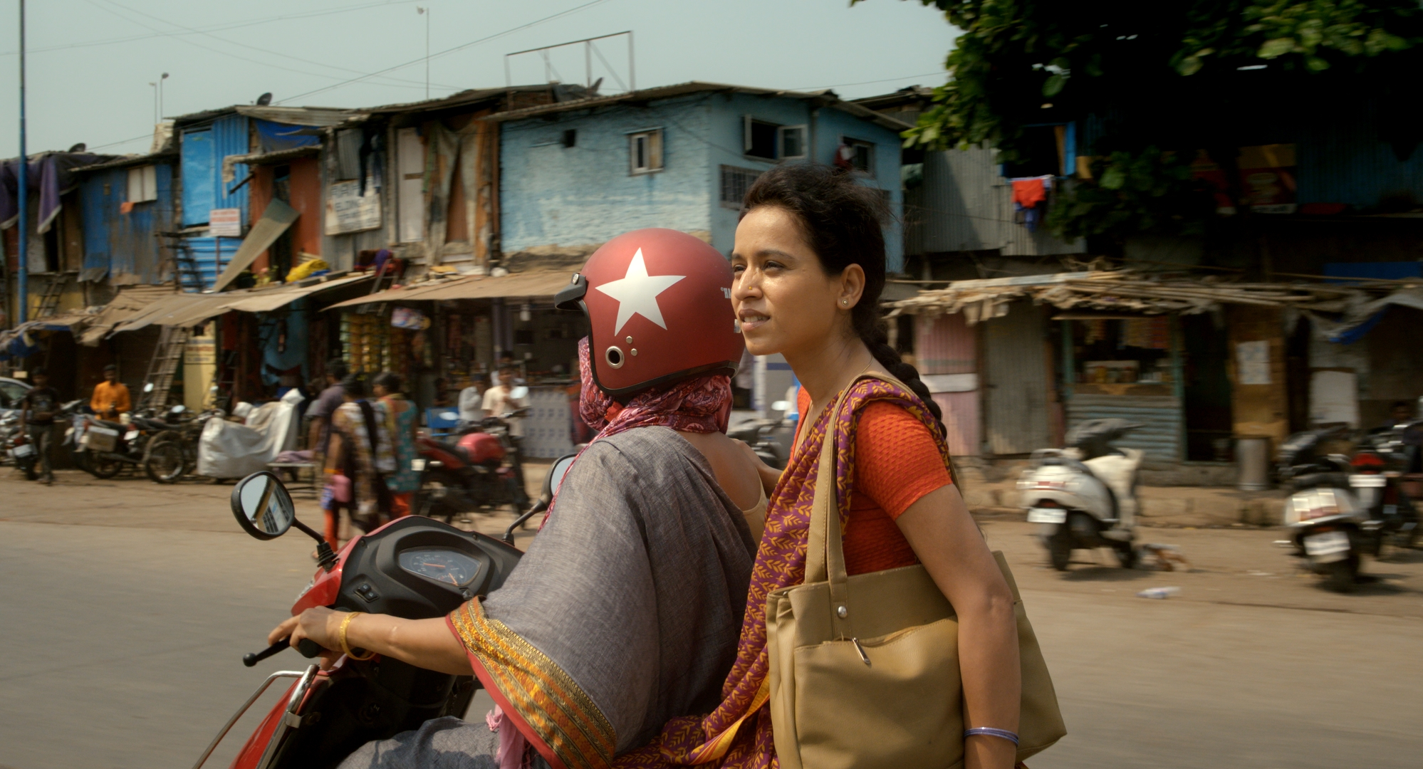 Ratna ble enke som 19-åring. Nå må hun arbeide i storbyen for å tjene penger til svigerfamilien.