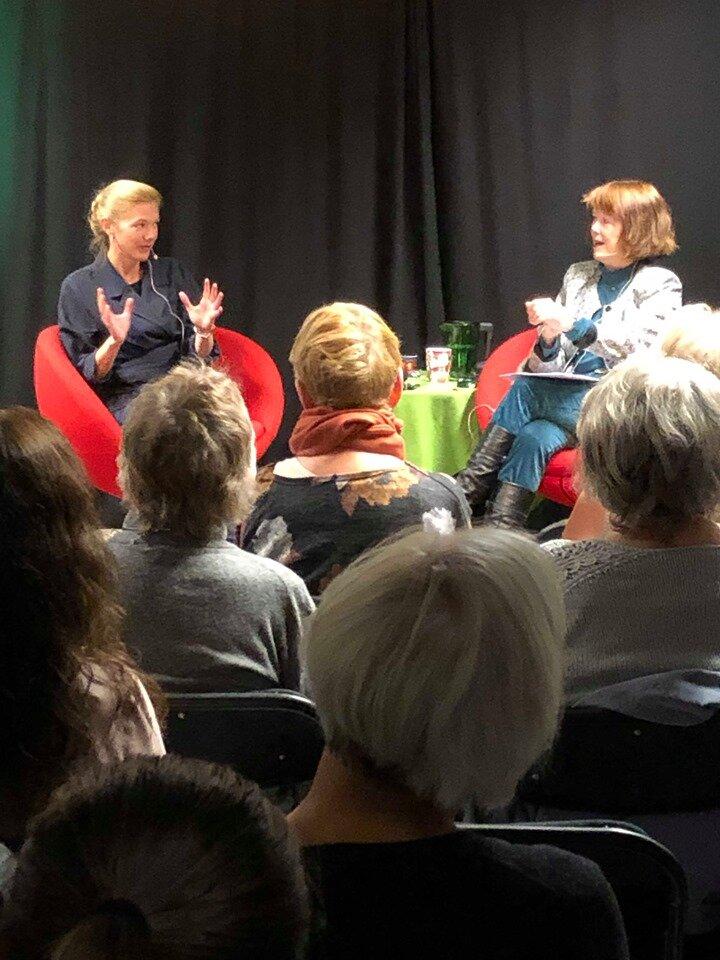 80 personer lyttet til Maja Lunde og Kristin Aalen. (Foto: Anders Jaarvik)