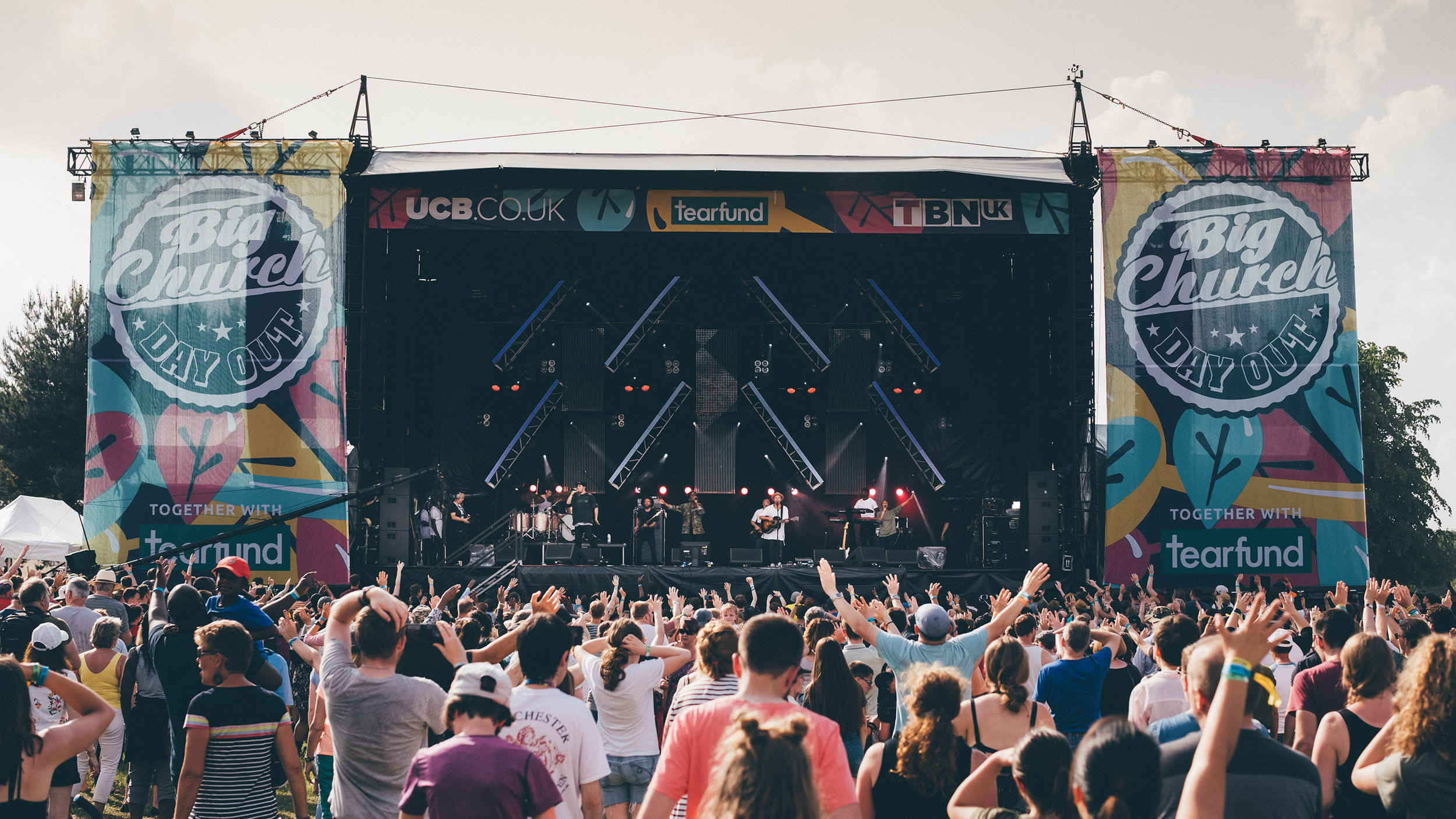 Hillsong London  take the Mainstage Friday afternoon.  © Big Church Day Out
