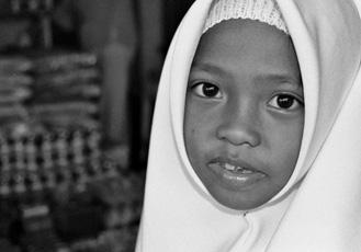 Malay Schoolgirl - Semporna, Borneo / Malaysia, 2007, 40x50, Edition 3, 200 €