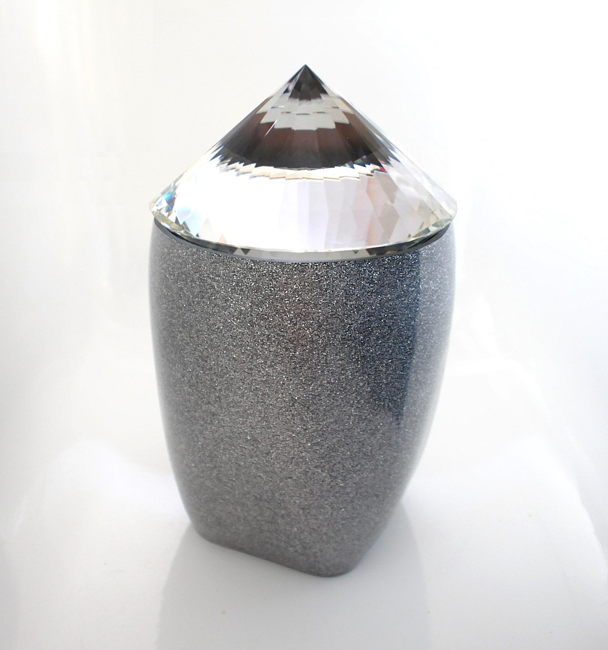 Zundel De Freitas  White Caldron (Caldron Series No.2), 2018 Glass, Metal, Plastic, Acrylic, Lacquer 36 x 20 x 20 cm 1.200 EUR