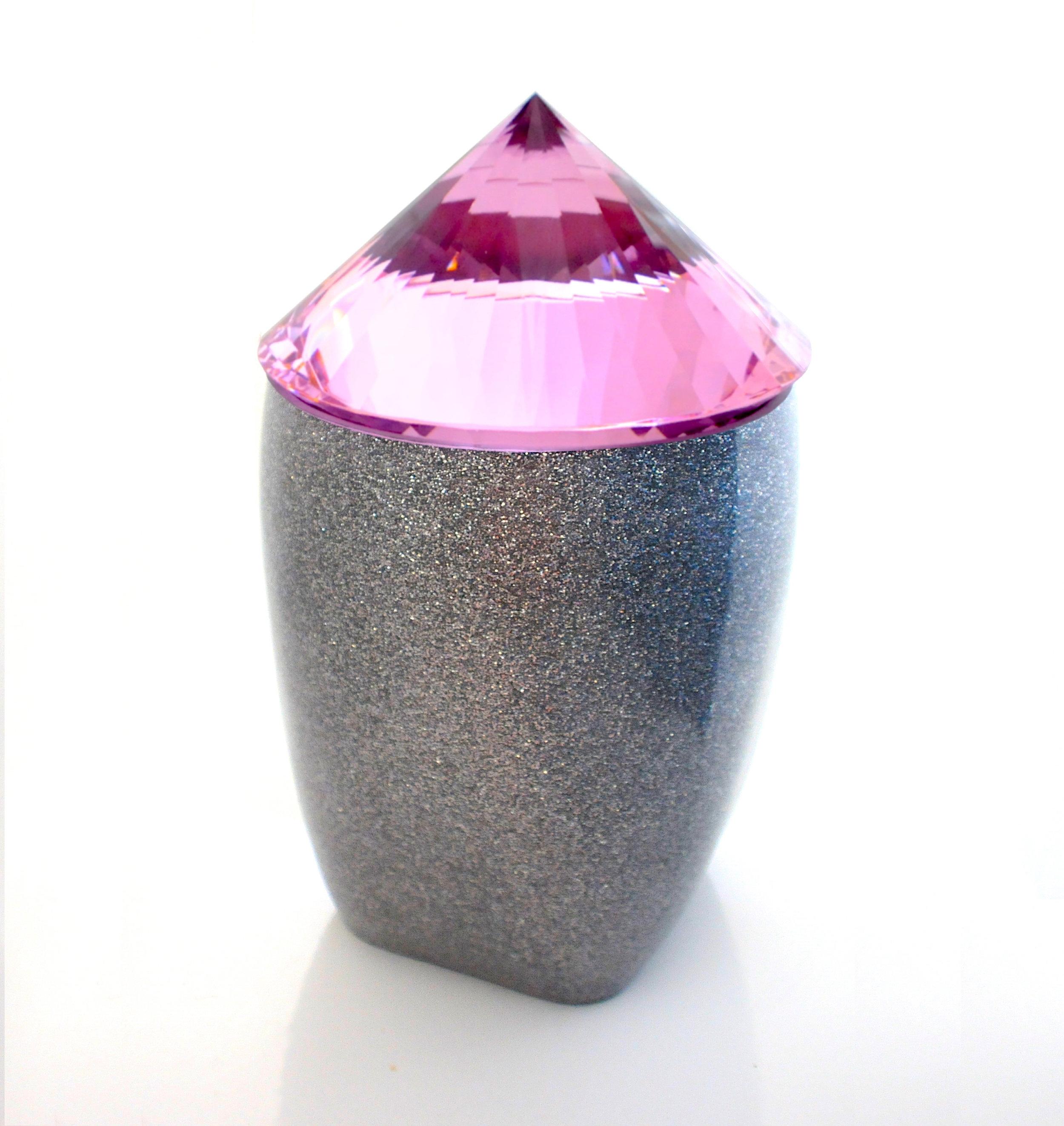 Zundel De Freitas  Pink Caldron (Caldron Series No.2), 2018 Glass, Metal, Plastic, Acrylic, Lacquer 36 x 20 x 20 cm 1.400 EUR