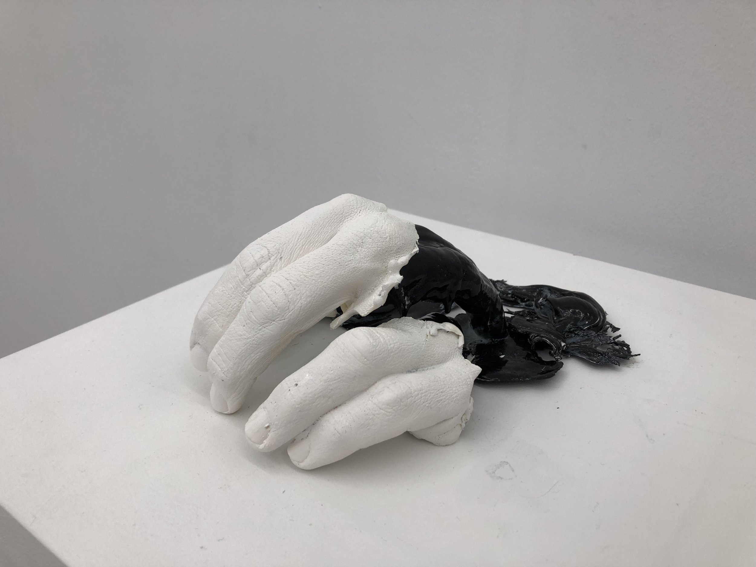 Amparo Sard, 2019, Untitled (Or: Hand in and out), Series: Precarious reactions