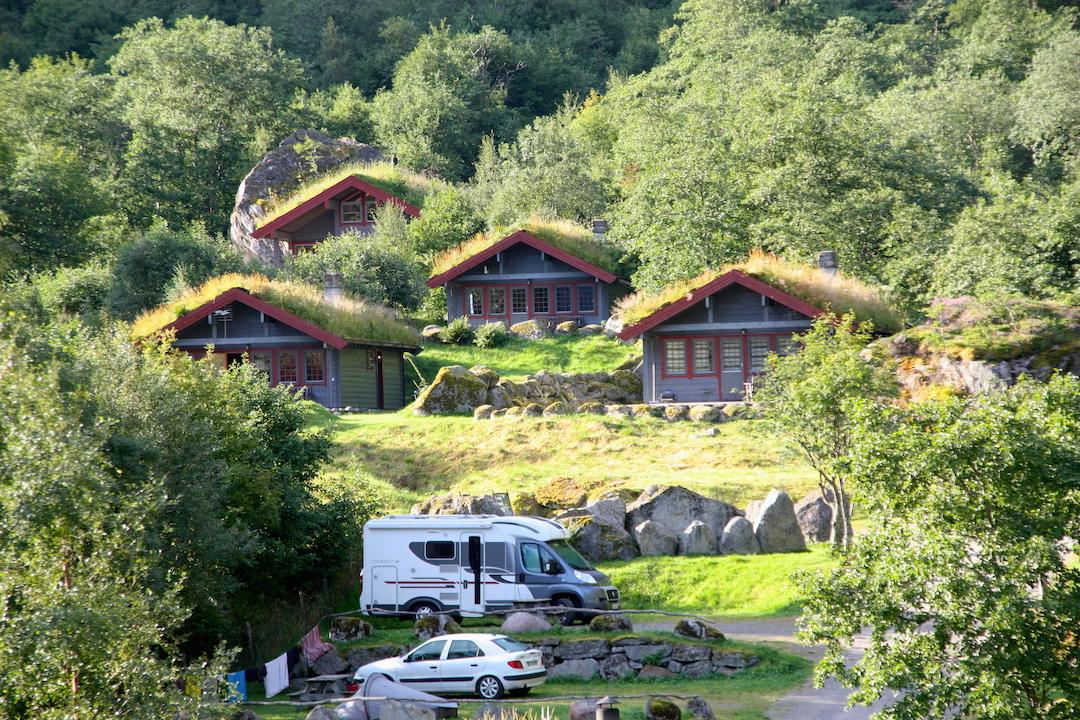 Hyttene og camping.JPG