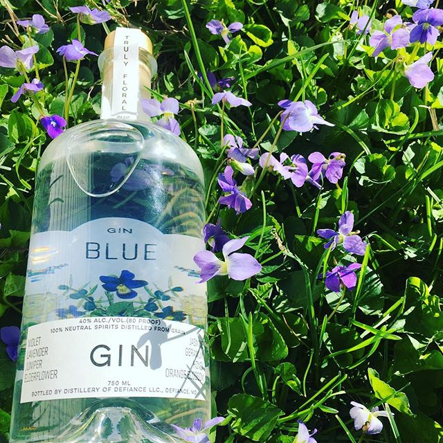Getting our Local Spring Drink on! #CivilAlchemy's gin is perfect for the violet blooms of St Louis. #drinklocal #stlouis #stlcraft
