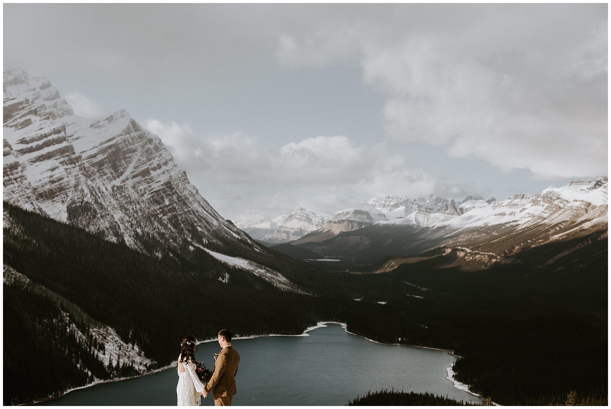 Winter wedding at Peyto Lake