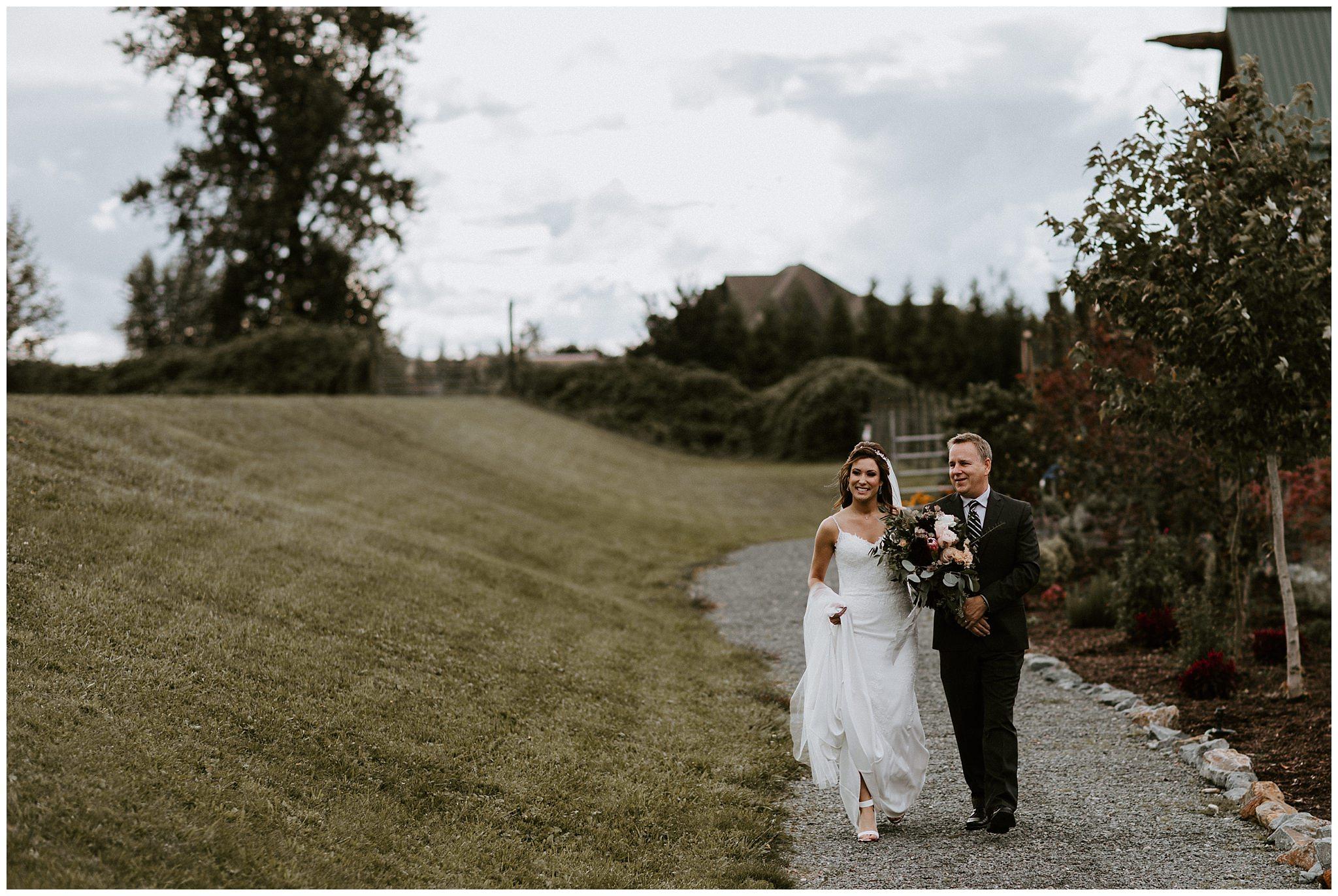 fall-wedding-fraser-river-lodge-021.JPG